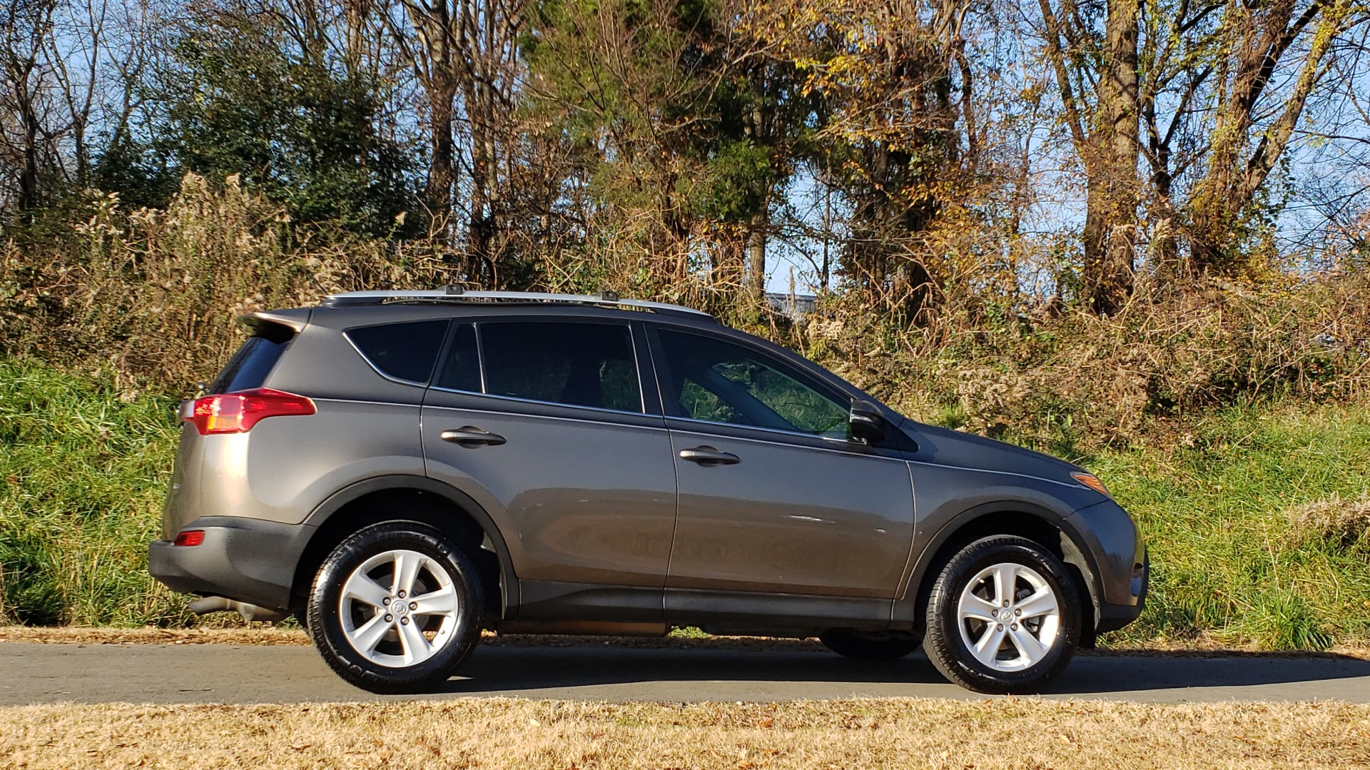 Used 2014 Toyota RAV4 XLE / FWD / 2.5L 4-CYL / 6-SPD AUTO / 17IN ALLOY / REARVIEW for sale $13,695 at Formula Imports in Charlotte NC 28227 7