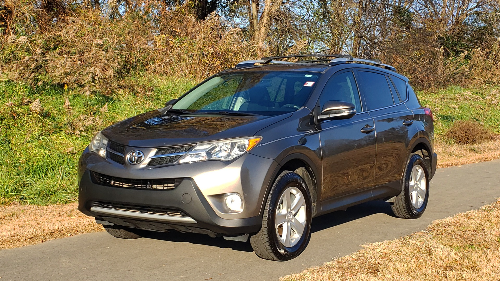 Used 2014 Toyota RAV4 XLE / FWD / 2.5L 4-CYL / 6-SPD AUTO / 17IN ALLOY / REARVIEW for sale $13,695 at Formula Imports in Charlotte NC 28227 1