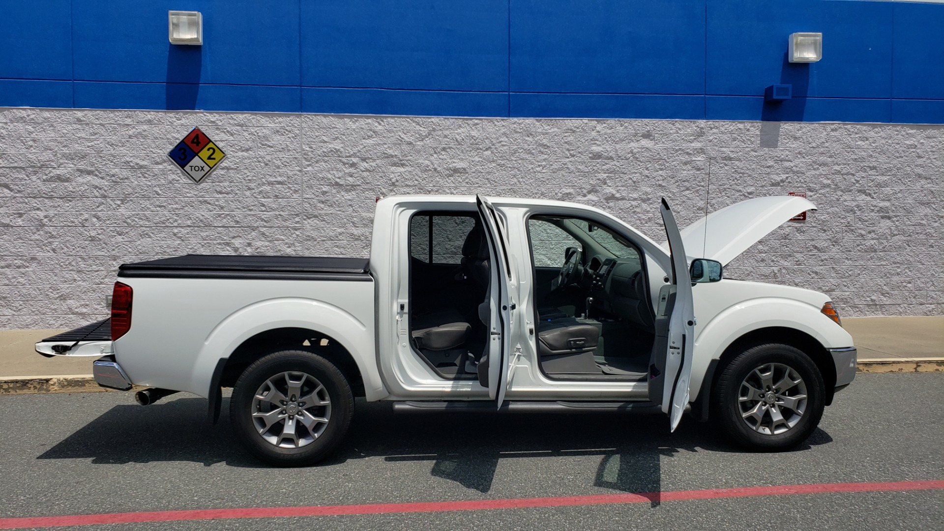 Used 2019 Nissan FRONTIER SL CREW CAB / 4X4 / NAV / SUNROOF / ROCKFORD FOSGATE / LOADED for sale $31,495 at Formula Imports in Charlotte NC 28227 11