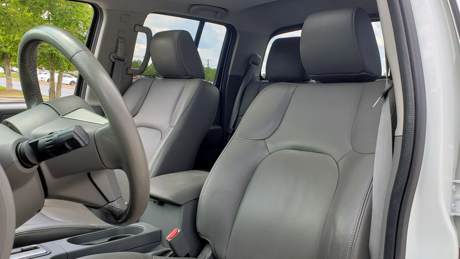Used 2019 Nissan FRONTIER SL CREW CAB / 4X4 / NAV / SUNROOF / ROCKFORD FOSGATE / LOADED for sale $31,495 at Formula Imports in Charlotte NC 28227 38