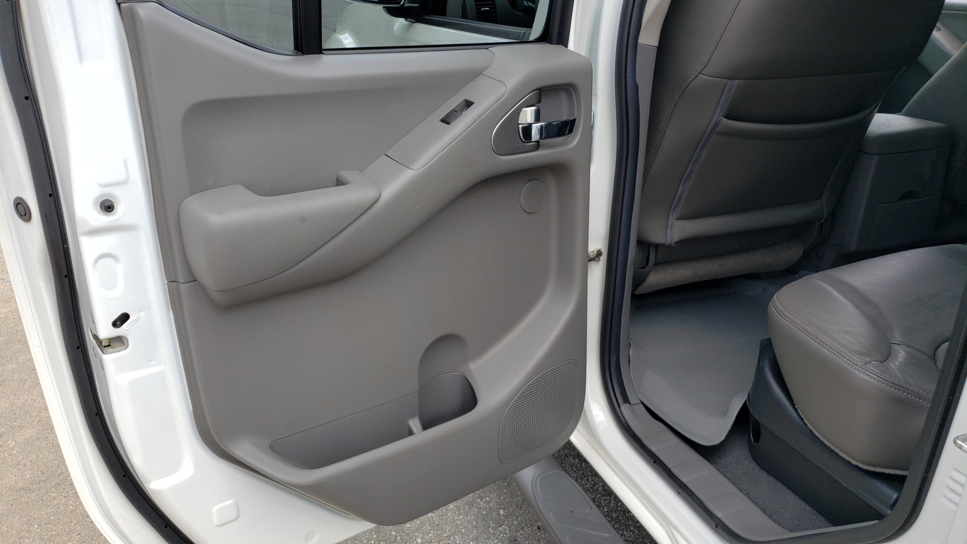 Used 2019 Nissan FRONTIER SL CREW CAB / 4X4 / NAV / SUNROOF / ROCKFORD FOSGATE / LOADED for sale $31,495 at Formula Imports in Charlotte NC 28227 54