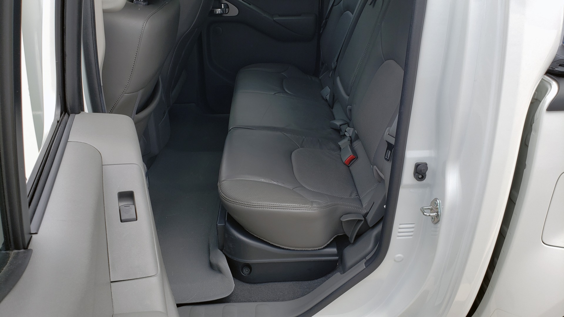 Used 2019 Nissan FRONTIER SL CREW CAB / 4X4 / NAV / SUNROOF / ROCKFORD FOSGATE / LOADED for sale $31,495 at Formula Imports in Charlotte NC 28227 56