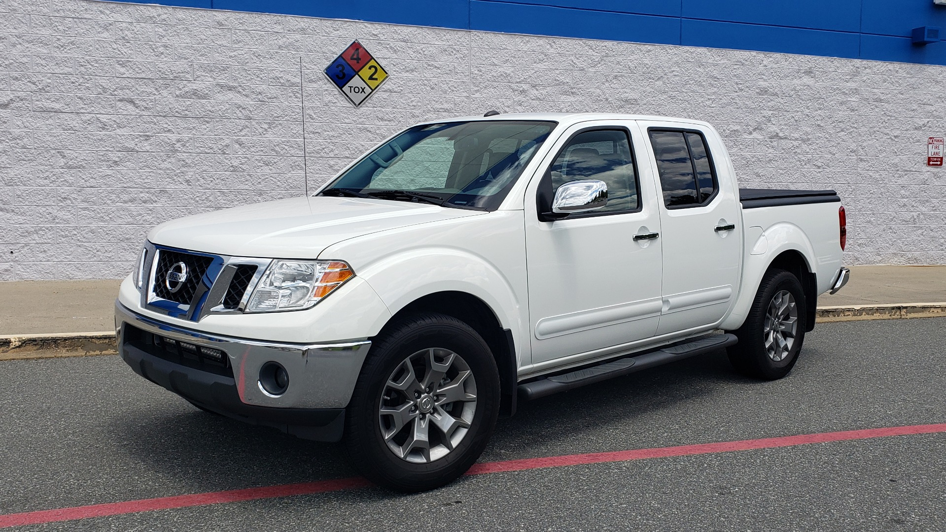 Used 2019 Nissan FRONTIER SL CREW CAB / 4X4 / NAV / SUNROOF / ROCKFORD FOSGATE / LOADED for sale $31,495 at Formula Imports in Charlotte NC 28227 1