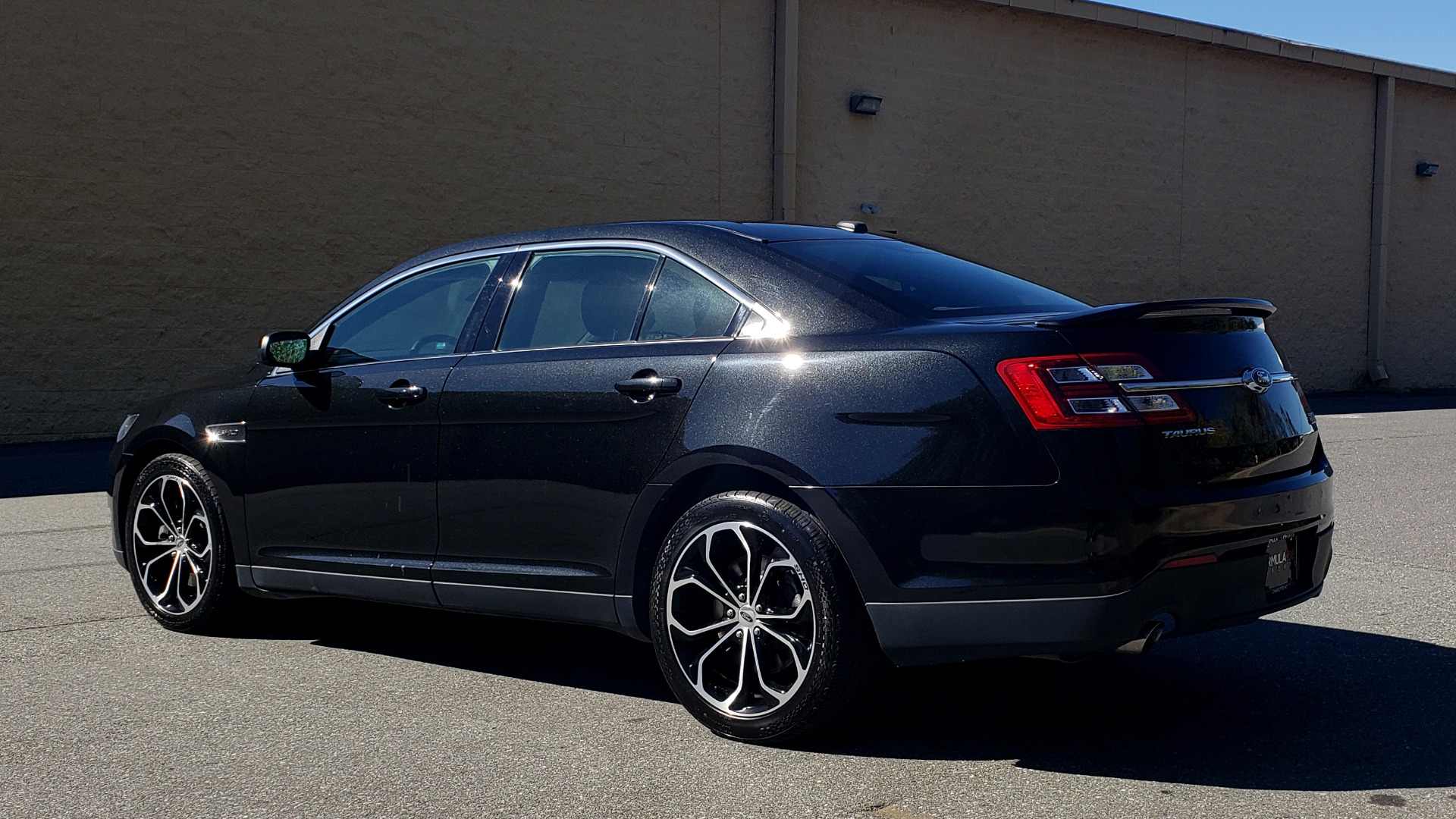 Used 2015 Ford TAURUS SHO 3.5L ECOBOOST V6 / NAV / SUNROOF / HTD STS / BSM / REARVIEW for sale Sold at Formula Imports in Charlotte NC 28227 4