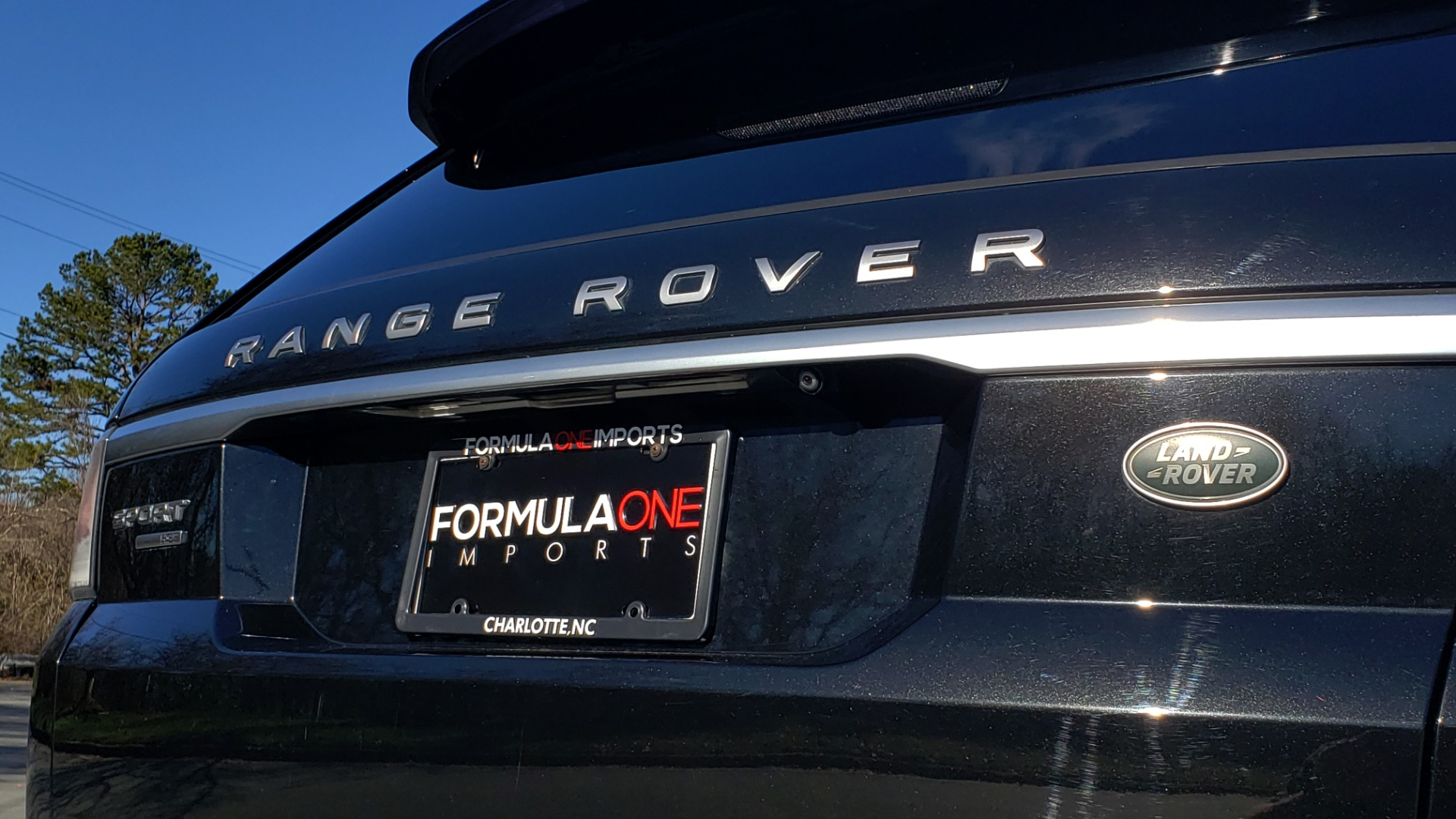 Used 2015 Land Rover RANGE ROVER HSE / 3.0L SC V6 / 8-SPD AUTO / NAV / PANO ROOF / REARVIEW for sale Sold at Formula Imports in Charlotte NC 28227 36