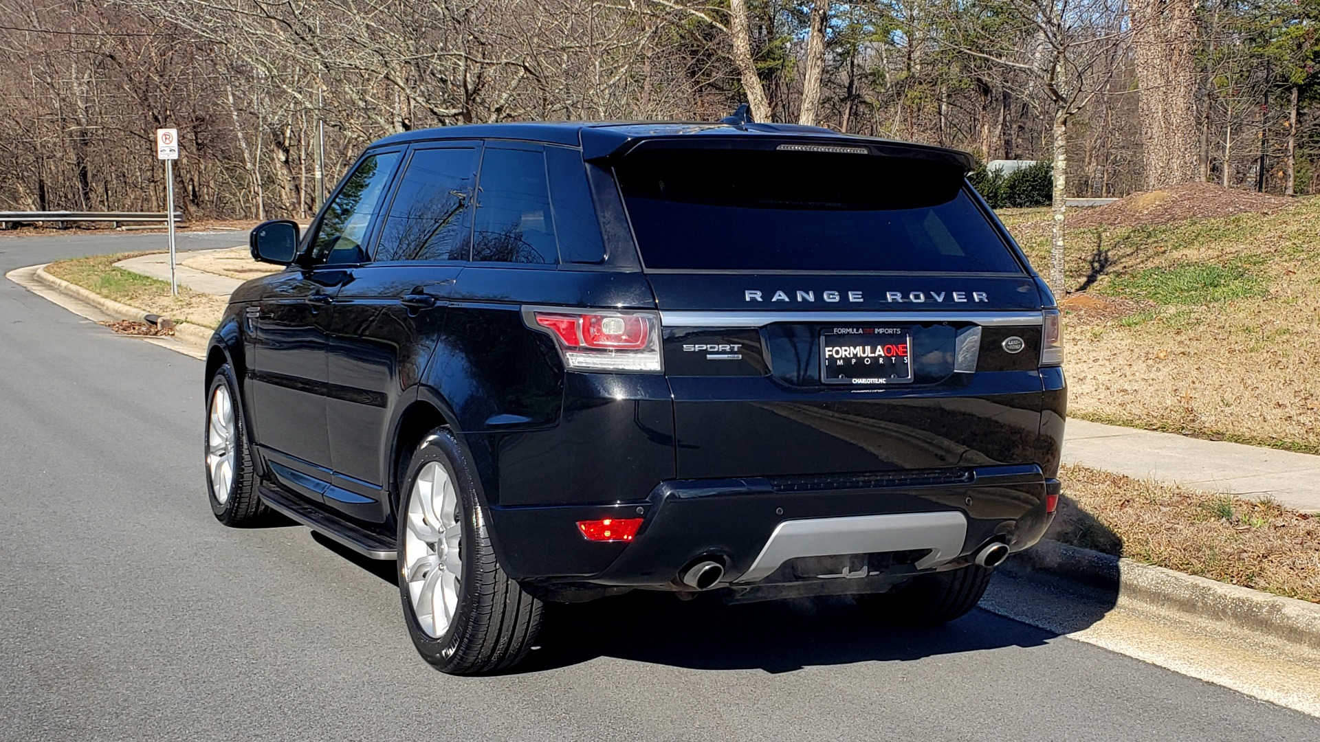 Used 2015 Land Rover RANGE ROVER HSE / 3.0L SC V6 / 8-SPD AUTO / NAV / PANO ROOF / REARVIEW for sale Sold at Formula Imports in Charlotte NC 28227 4