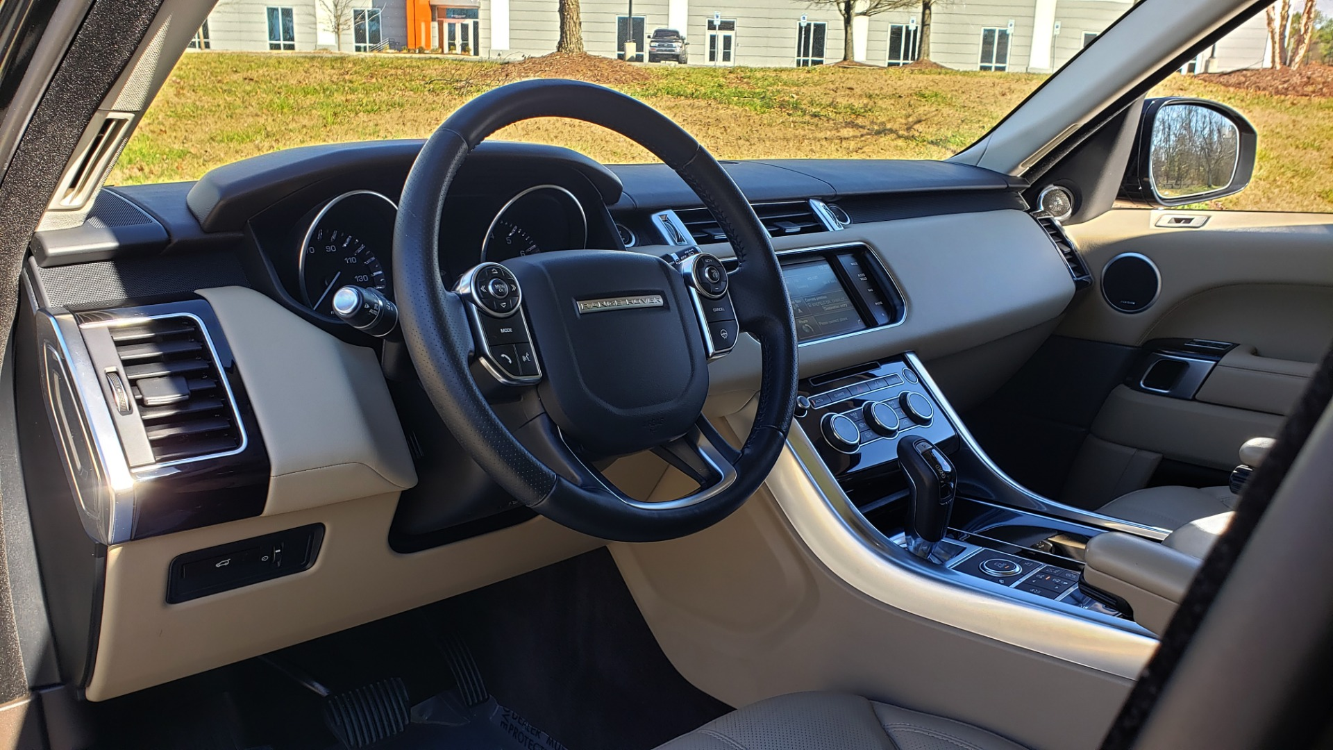 Used 2015 Land Rover RANGE ROVER HSE / 3.0L SC V6 / 8-SPD AUTO / NAV / PANO ROOF / REARVIEW for sale Sold at Formula Imports in Charlotte NC 28227 44