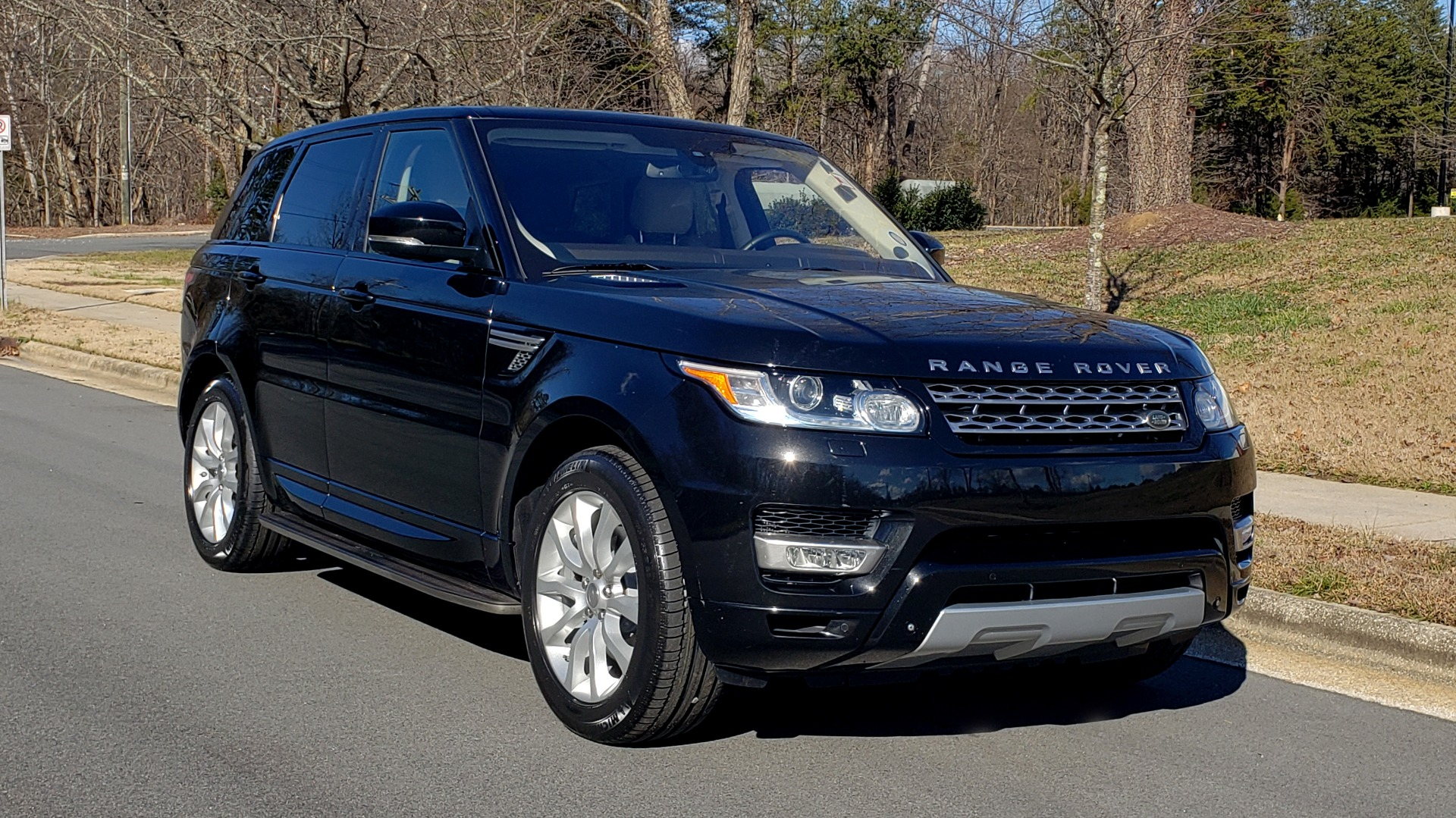Used 2015 Land Rover RANGE ROVER HSE / 3.0L SC V6 / 8-SPD AUTO / NAV / PANO ROOF / REARVIEW for sale Sold at Formula Imports in Charlotte NC 28227 5