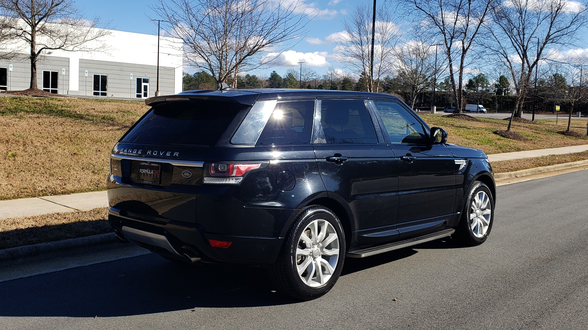Used 2015 Land Rover RANGE ROVER HSE / 3.0L SC V6 / 8-SPD AUTO / NAV / PANO ROOF / REARVIEW for sale Sold at Formula Imports in Charlotte NC 28227 8