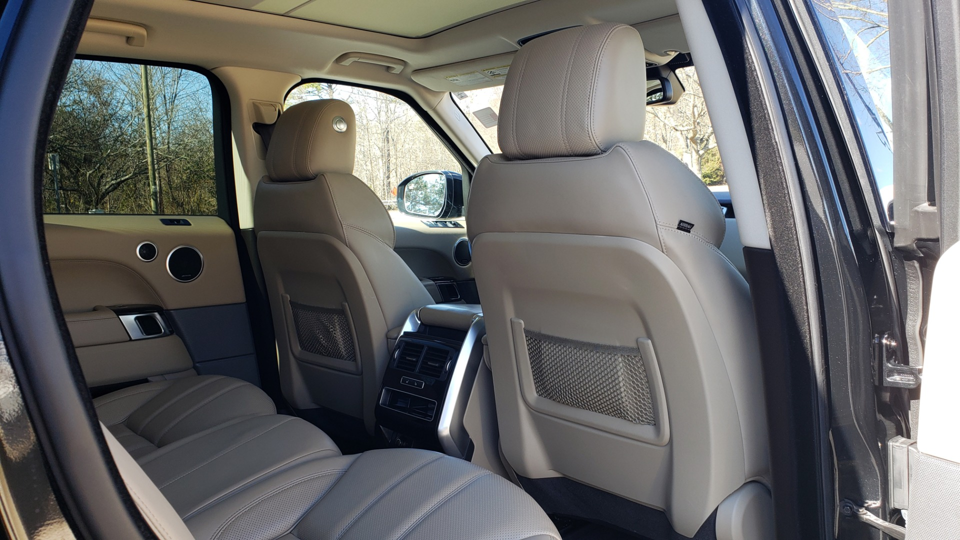 Used 2015 Land Rover RANGE ROVER HSE / 3.0L SC V6 / 8-SPD AUTO / NAV / PANO ROOF / REARVIEW for sale Sold at Formula Imports in Charlotte NC 28227 82