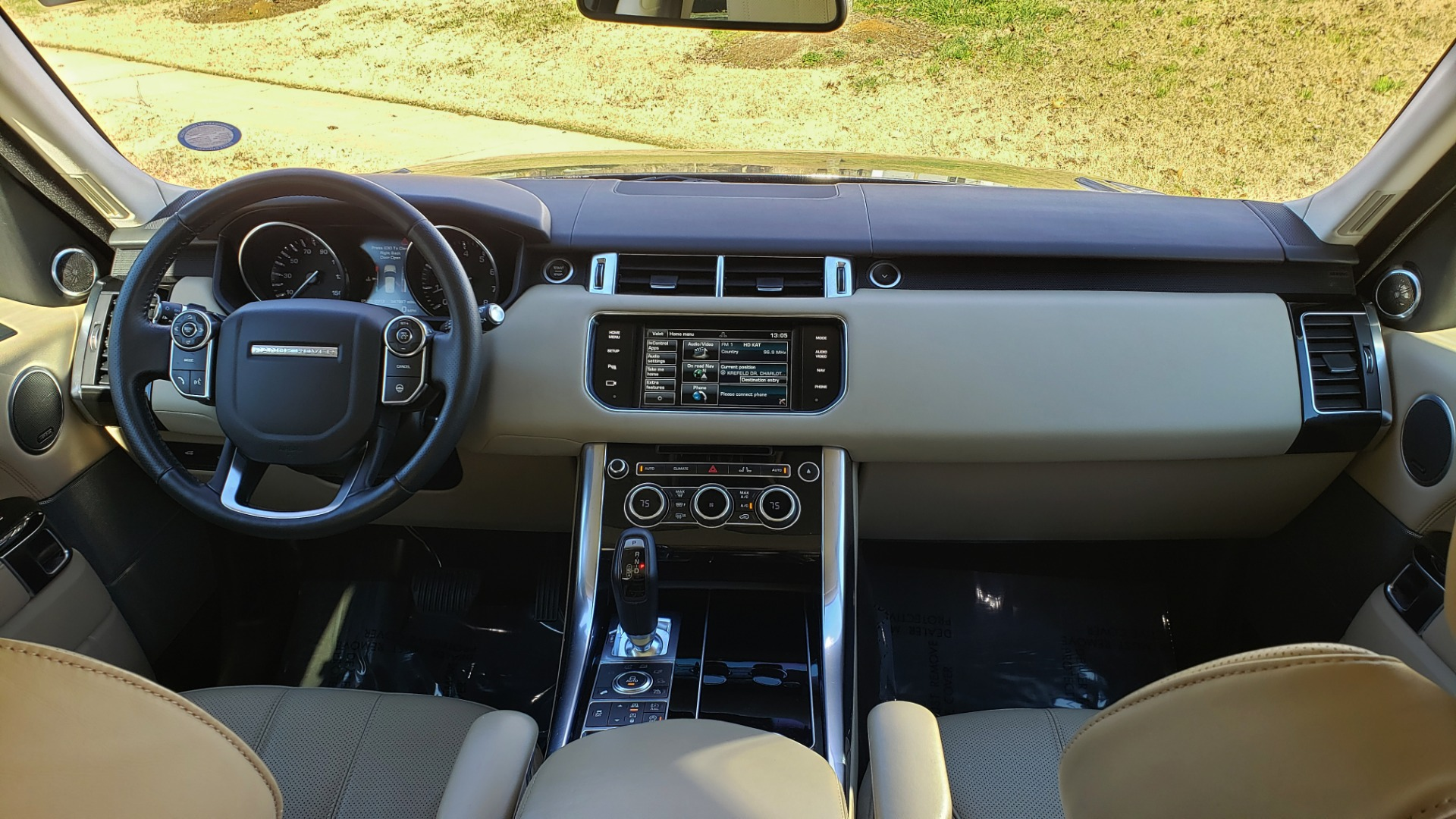 Used 2015 Land Rover RANGE ROVER HSE / 3.0L SC V6 / 8-SPD AUTO / NAV / PANO ROOF / REARVIEW for sale Sold at Formula Imports in Charlotte NC 28227 86