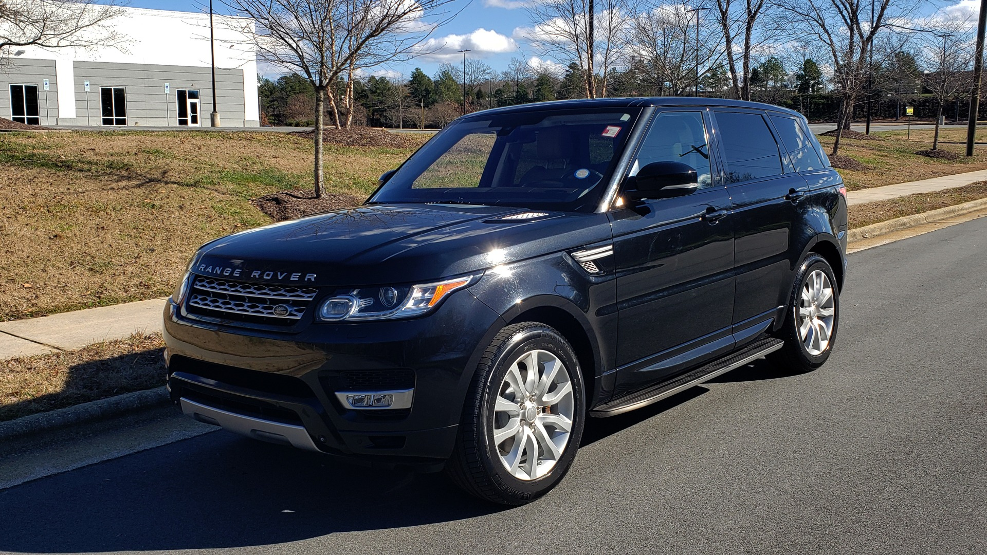 Used 2015 Land Rover RANGE ROVER HSE / 3.0L SC V6 / 8-SPD AUTO / NAV / PANO ROOF / REARVIEW for sale Sold at Formula Imports in Charlotte NC 28227 1