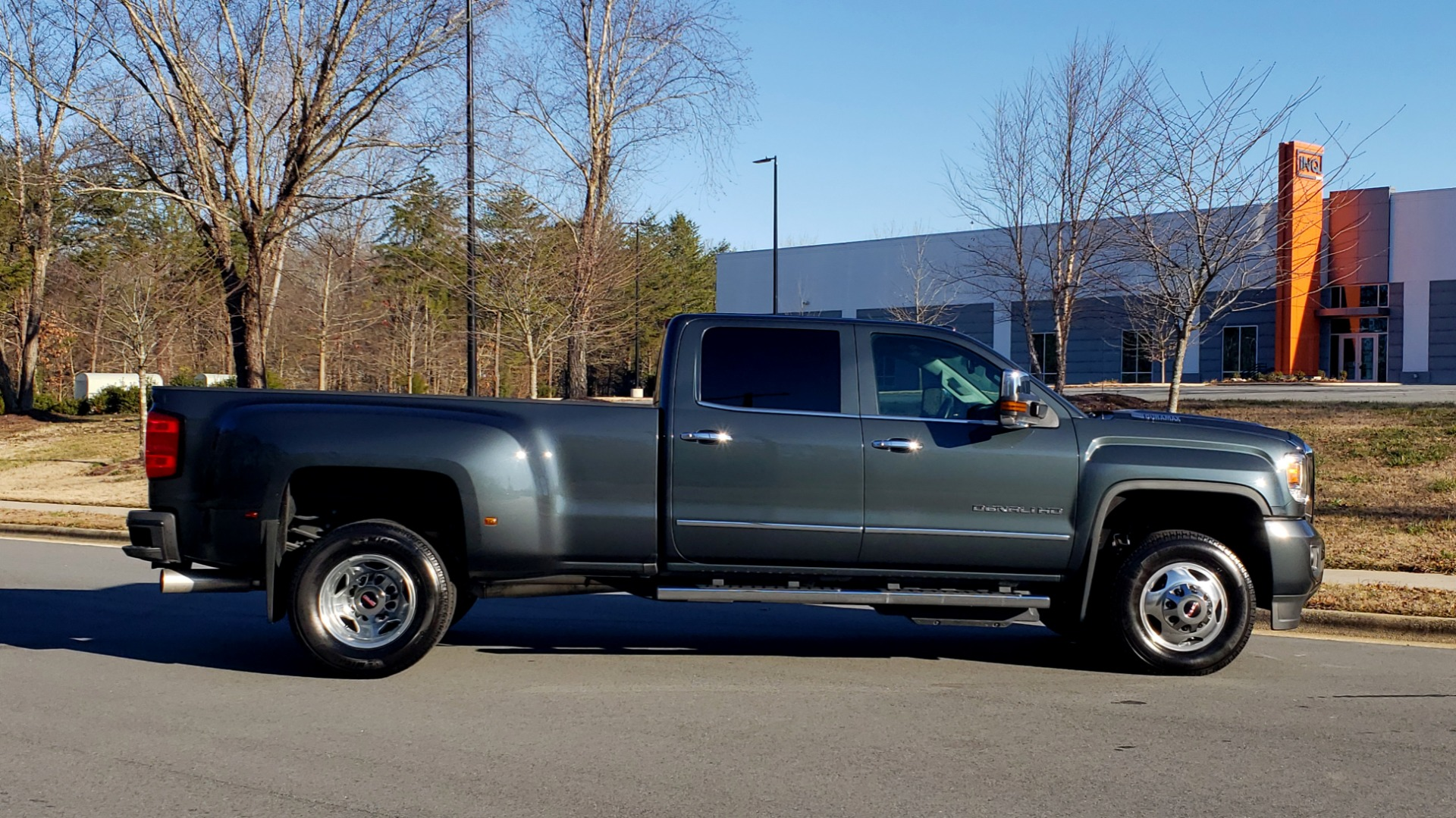 Used 2018 GMC SIERRA 3500HD DENALI 4X4 DUALLY / 6.6L DURAMAX PLUS / NAV / SUNROOF / REARVIEW for sale Sold at Formula Imports in Charlotte NC 28227 6