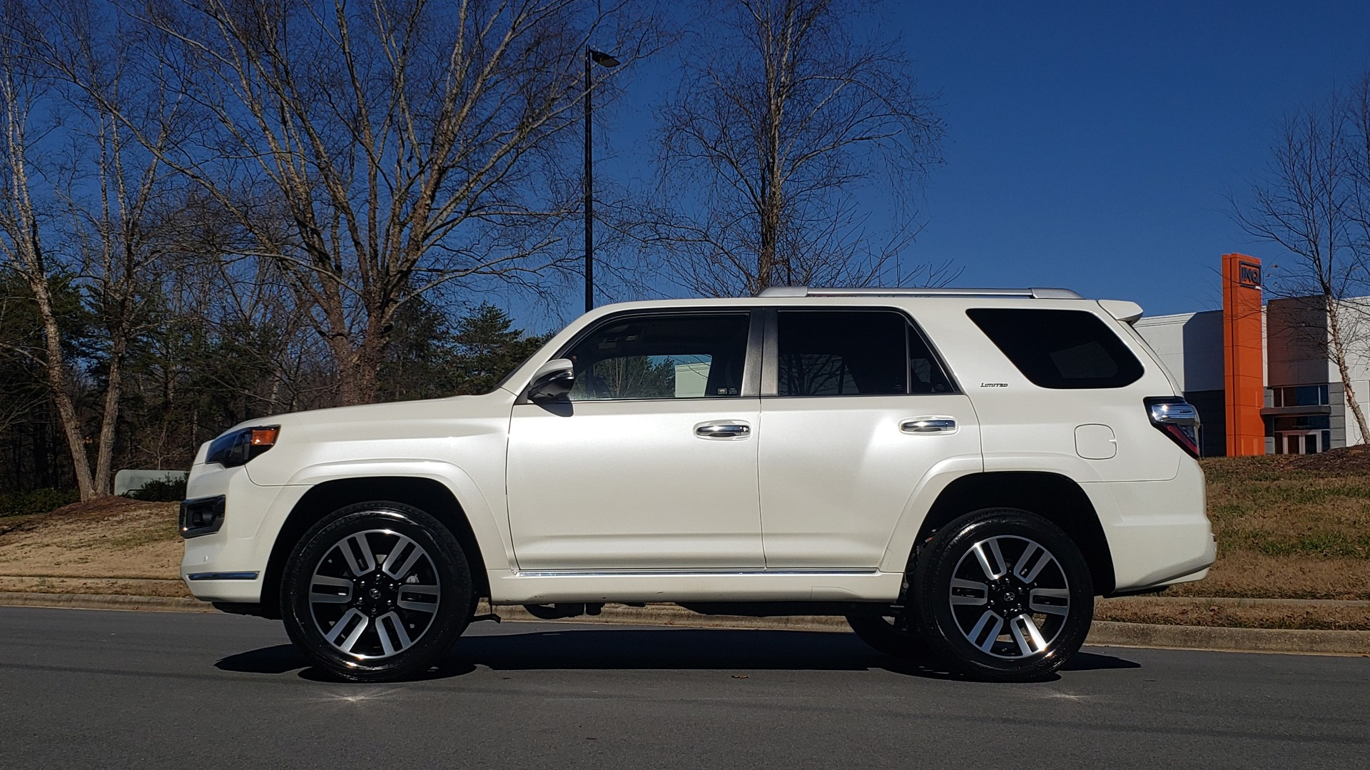 Used 2018 Toyota 4RUNNER LIMITED 4X4 / 4.0L V6 / AUTO / NAV / SUNROOF / JBL AUDIO / REARVIEW for sale Sold at Formula Imports in Charlotte NC 28227 2