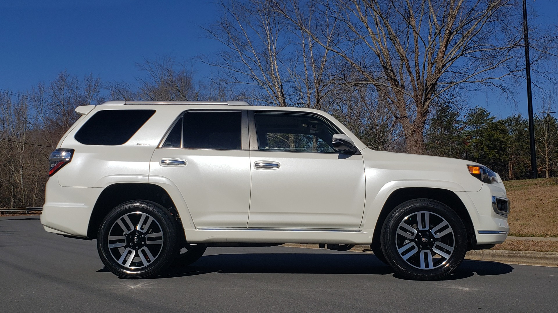Used 2018 Toyota 4RUNNER LIMITED 4X4 / 4.0L V6 / AUTO / NAV / SUNROOF / JBL AUDIO / REARVIEW for sale Sold at Formula Imports in Charlotte NC 28227 5