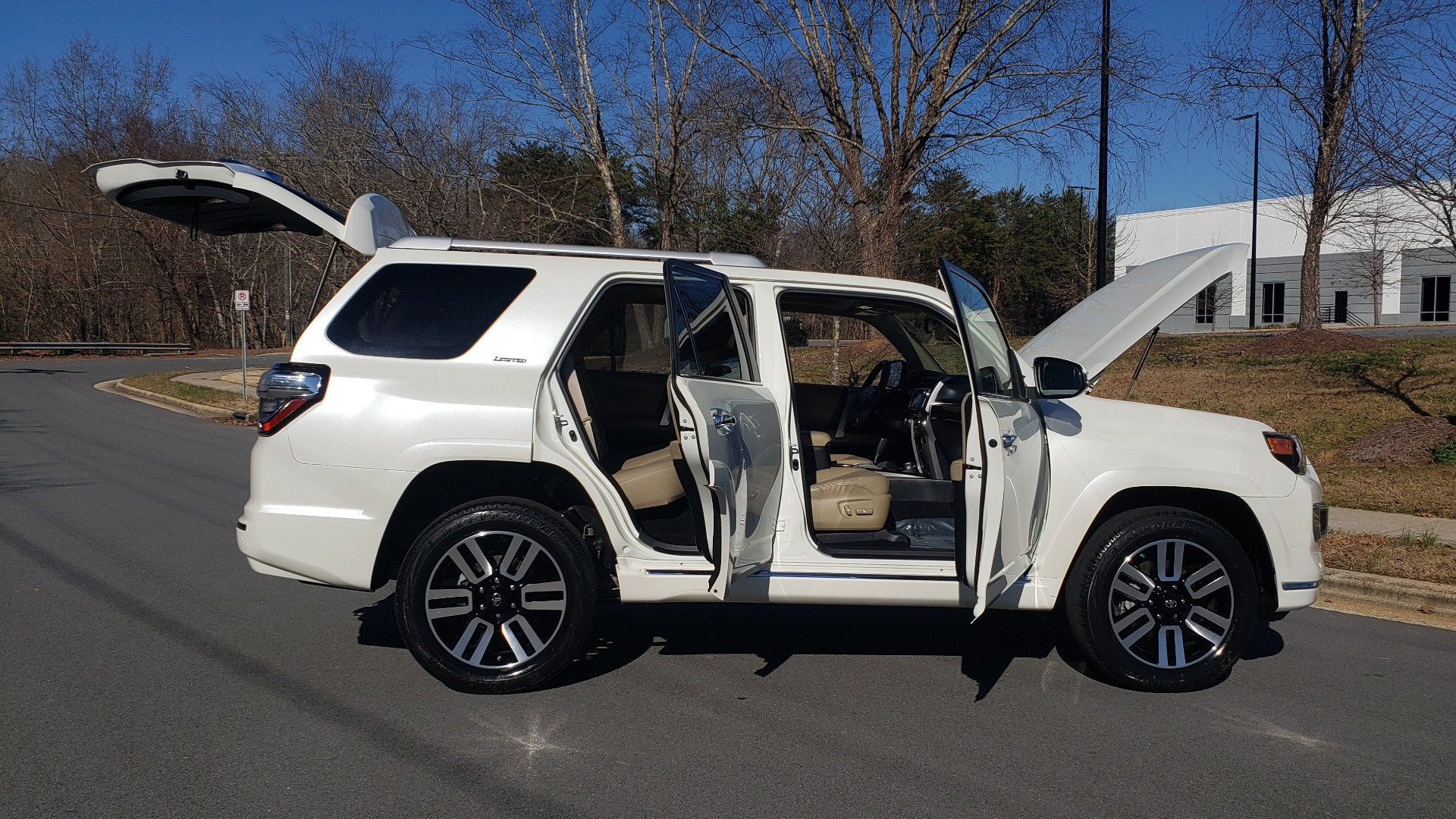Used 2018 Toyota 4RUNNER LIMITED 4X4 / 4.0L V6 / AUTO / NAV / SUNROOF / JBL AUDIO / REARVIEW for sale Sold at Formula Imports in Charlotte NC 28227 9