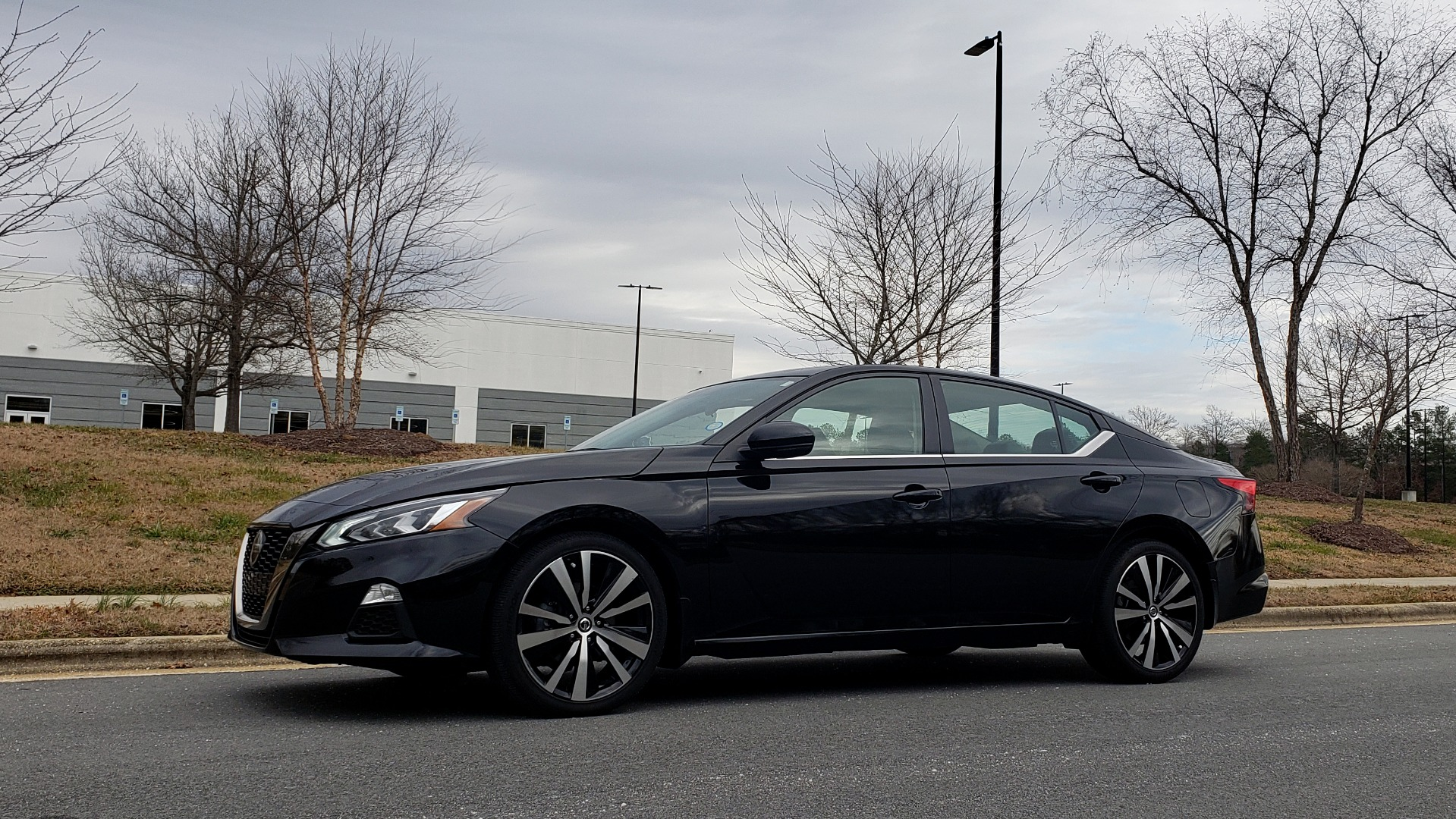 Used 2019 Nissan ALTIMA 2.5 SR PREMIUM / 2.5L / CVT TRANS / HTD STS / SUNROOF / REARVIEW for sale Sold at Formula Imports in Charlotte NC 28227 2