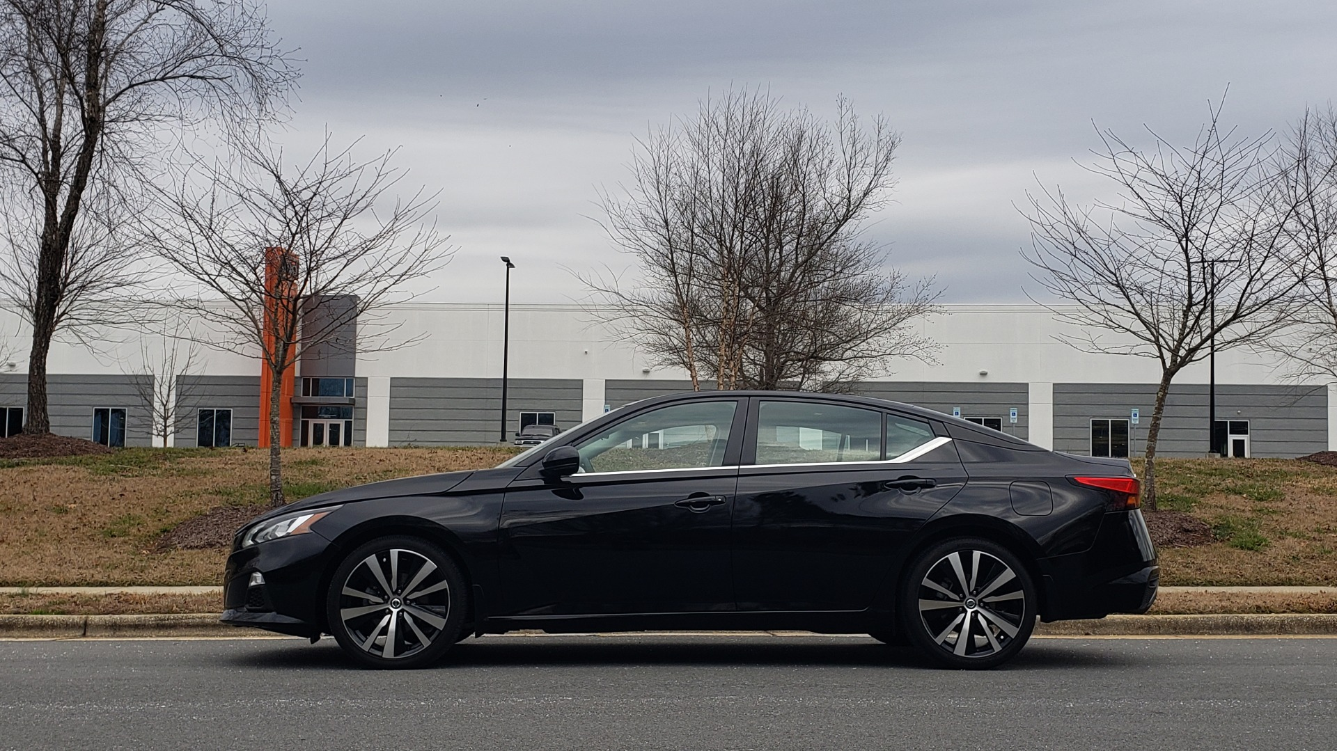 Used 2019 Nissan ALTIMA 2.5 SR PREMIUM / 2.5L / CVT TRANS / HTD STS / SUNROOF / REARVIEW for sale Sold at Formula Imports in Charlotte NC 28227 3