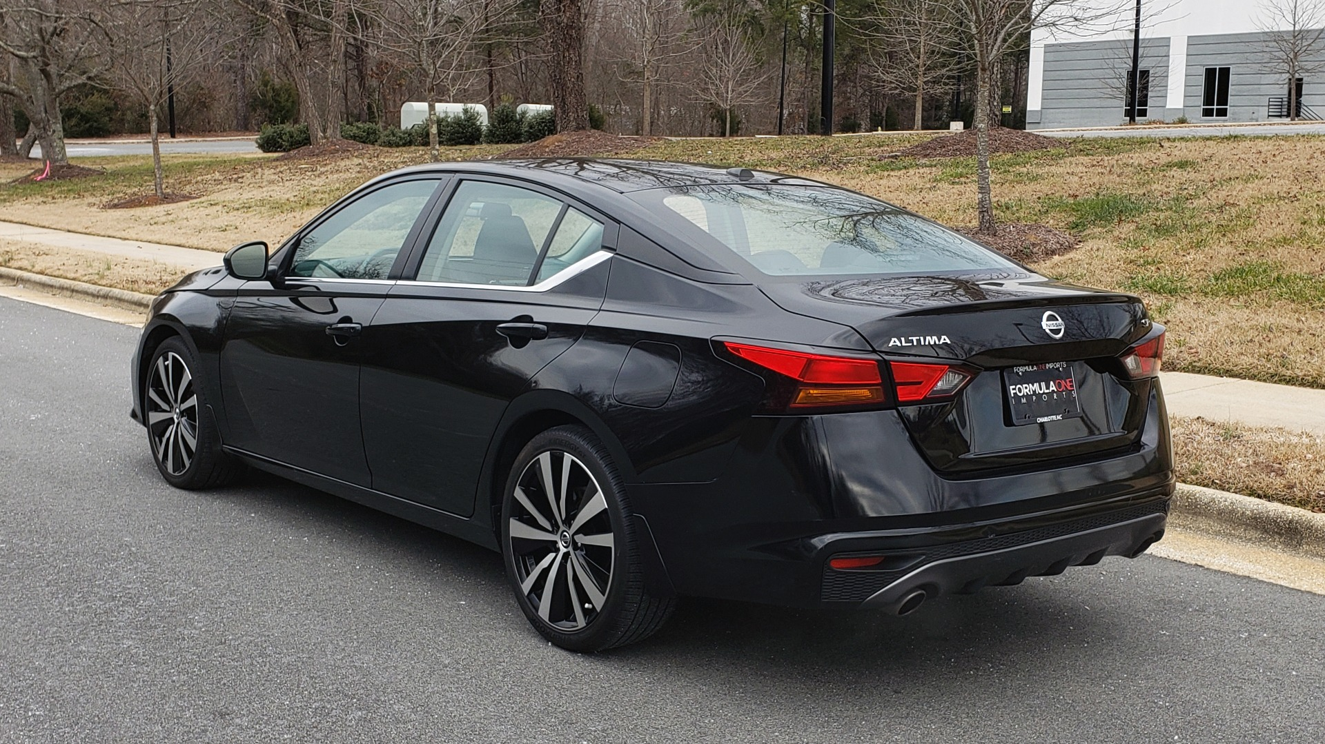 Used 2019 Nissan ALTIMA 2.5 SR PREMIUM / 2.5L / CVT TRANS / HTD STS / SUNROOF / REARVIEW for sale $19,995 at Formula Imports in Charlotte NC 28227 4