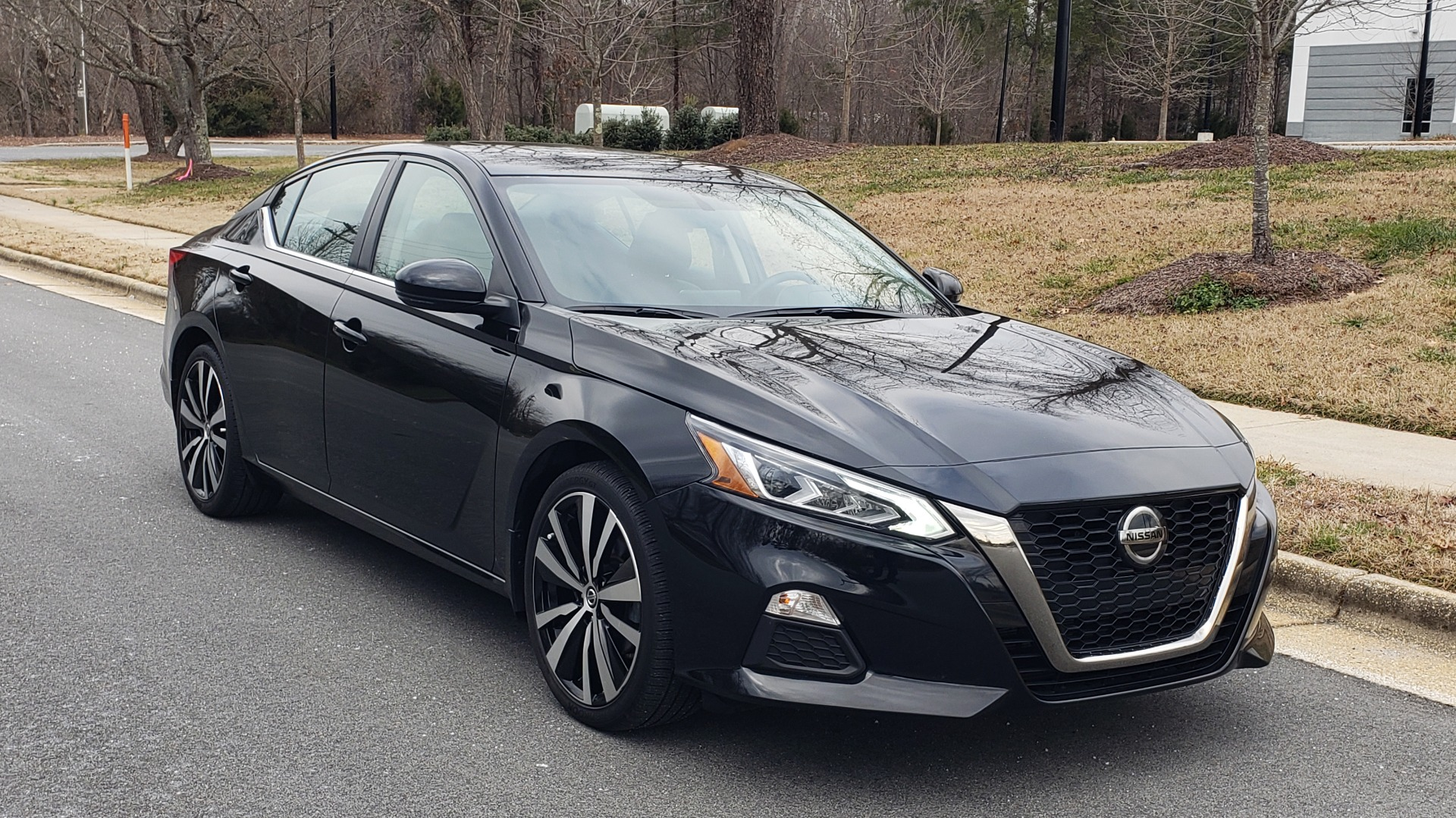 Used 2019 Nissan ALTIMA 2.5 SR PREMIUM / 2.5L / CVT TRANS / HTD STS / SUNROOF / REARVIEW for sale $19,995 at Formula Imports in Charlotte NC 28227 5