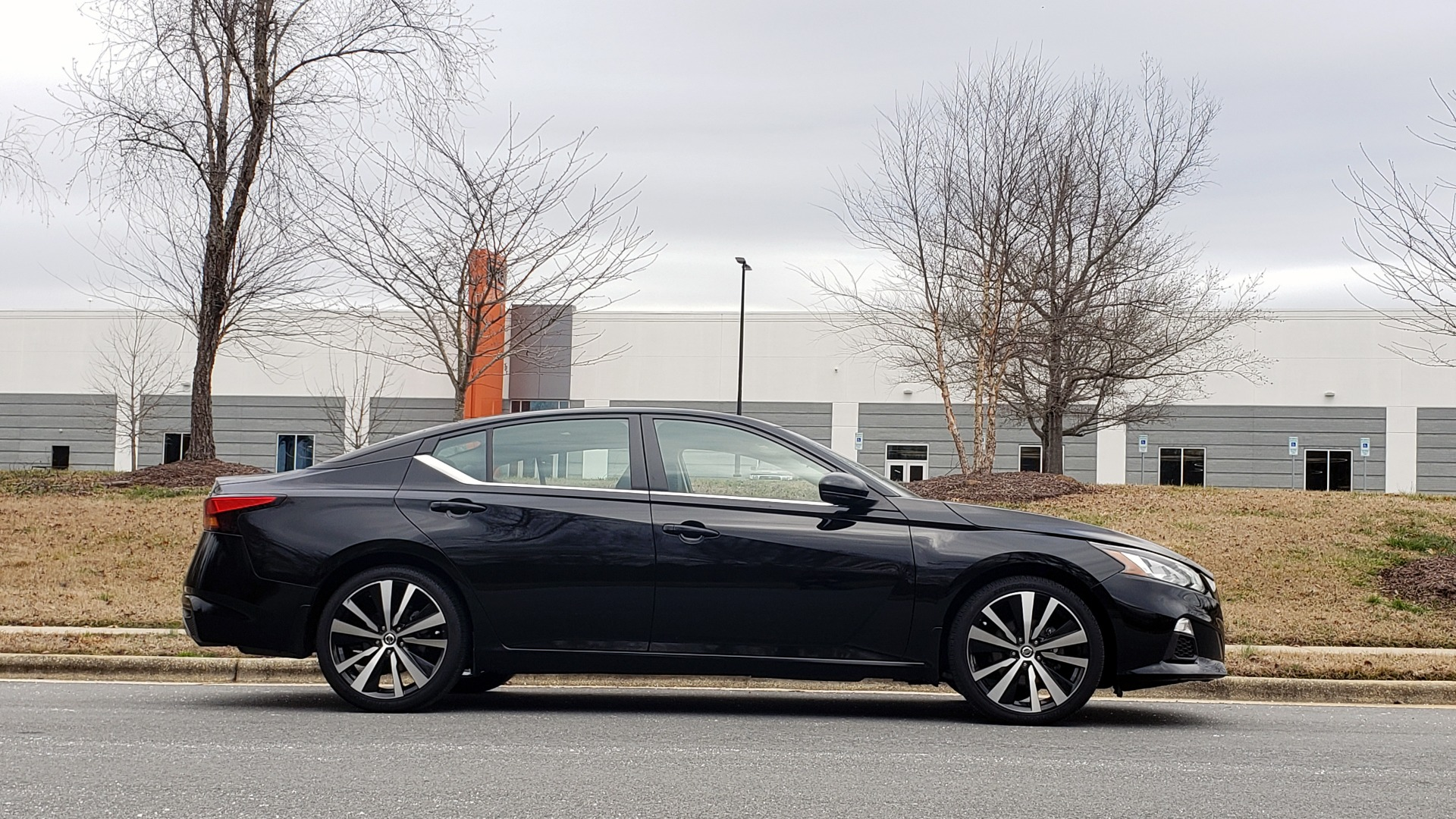 Used 2019 Nissan ALTIMA 2.5 SR PREMIUM / 2.5L / CVT TRANS / HTD STS / SUNROOF / REARVIEW for sale Sold at Formula Imports in Charlotte NC 28227 6