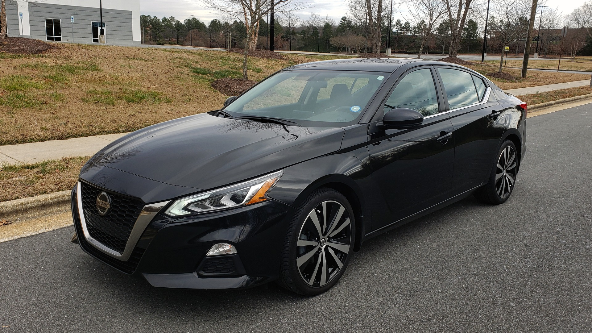 Used 2019 Nissan ALTIMA 2.5 SR PREMIUM / 2.5L / CVT TRANS / HTD STS / SUNROOF / REARVIEW for sale $19,995 at Formula Imports in Charlotte NC 28227 1