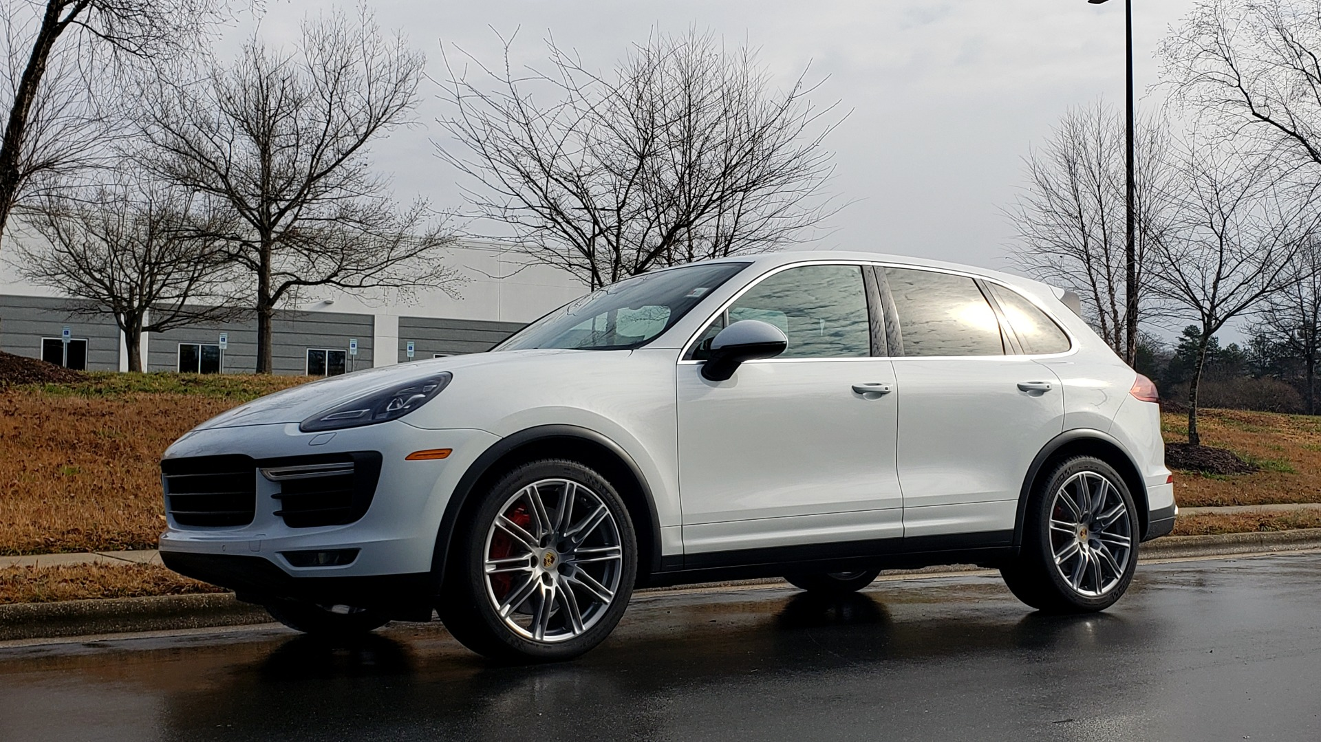Used 2015 Porsche CAYENNE TURBO V8 / PREMIUM / NAV / SUNROOF / PARK ASSIST / LCA / REARVIEW for sale $47,995 at Formula Imports in Charlotte NC 28227 2