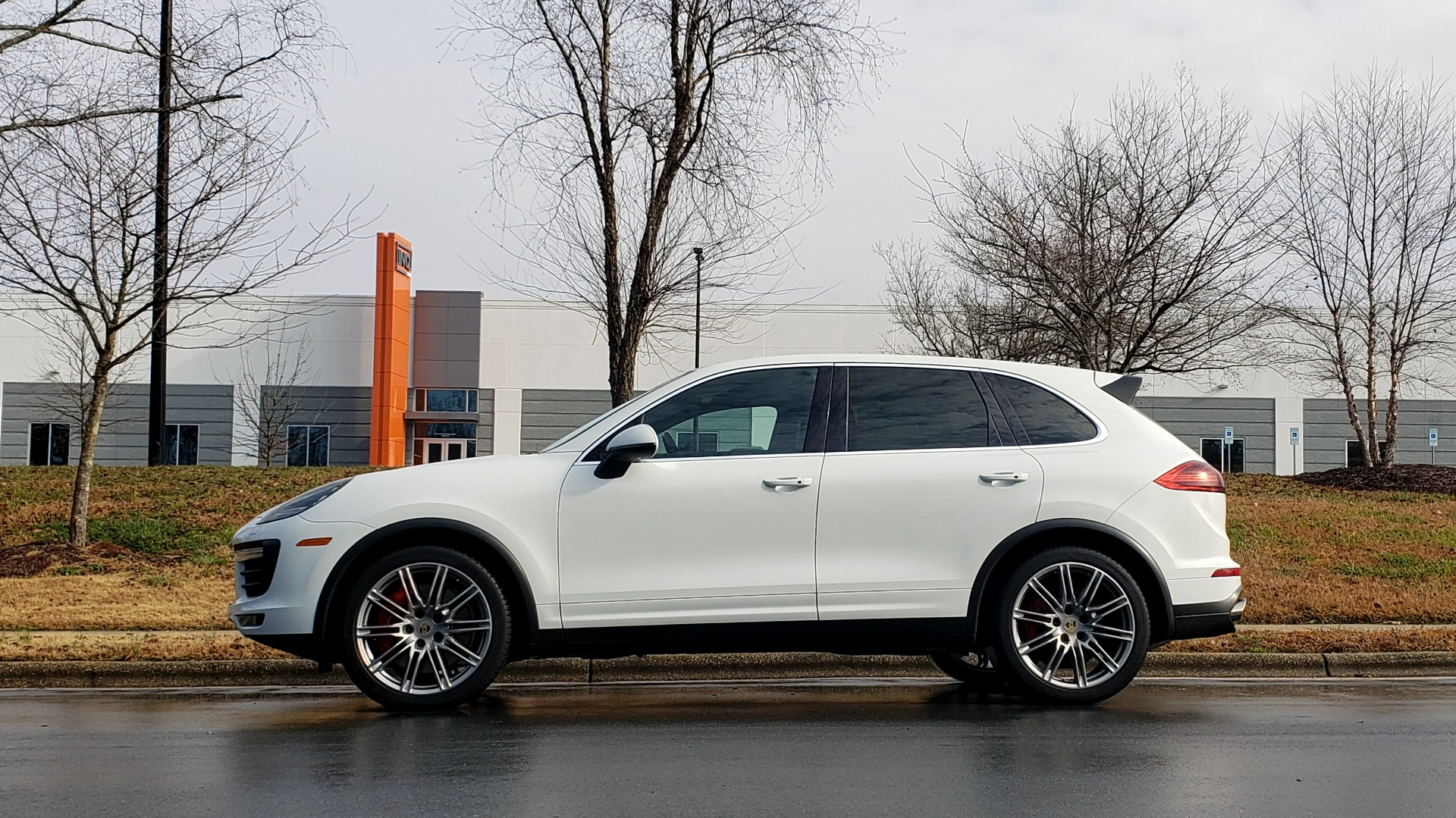 Used 2015 Porsche CAYENNE TURBO V8 / PREMIUM / NAV / SUNROOF / PARK ASSIST / LCA / REARVIEW for sale $47,995 at Formula Imports in Charlotte NC 28227 3