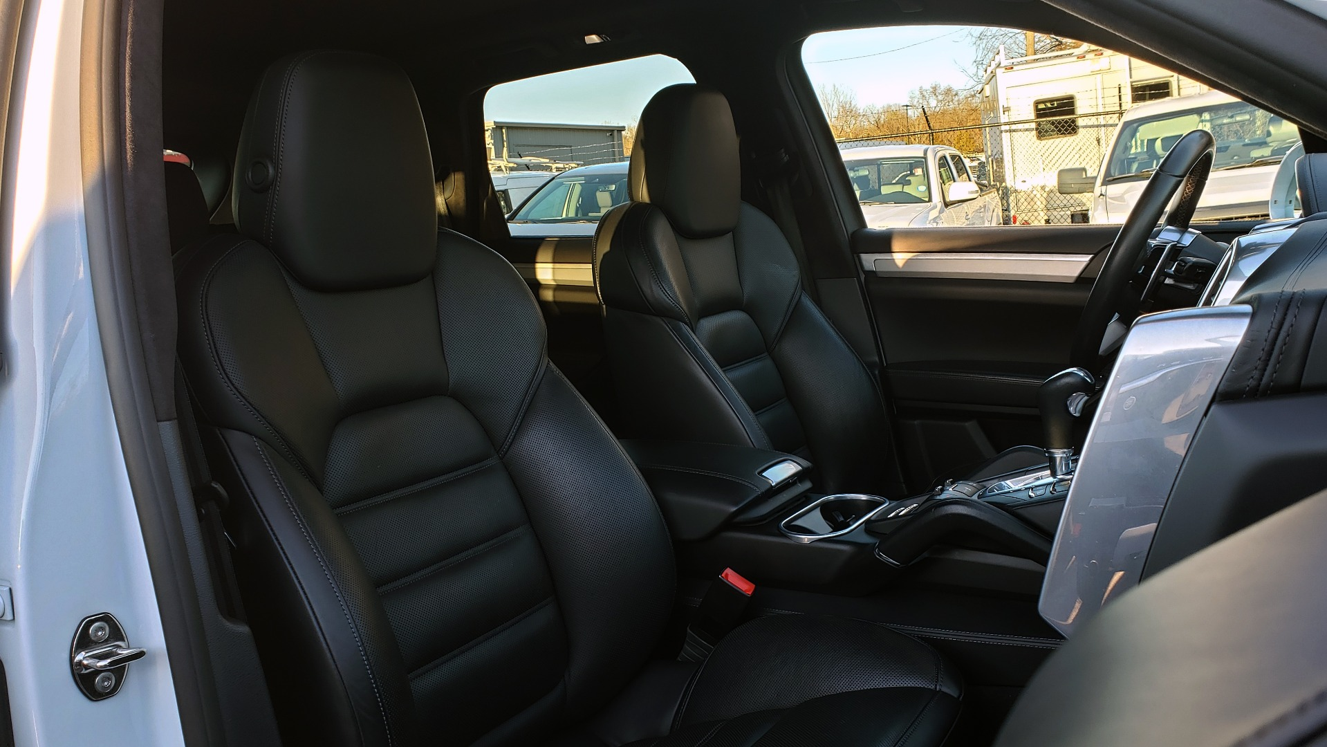 Used 2015 Porsche CAYENNE TURBO V8 / PREMIUM / NAV / SUNROOF / PARK ASSIST / LCA / REARVIEW for sale $47,995 at Formula Imports in Charlotte NC 28227 74