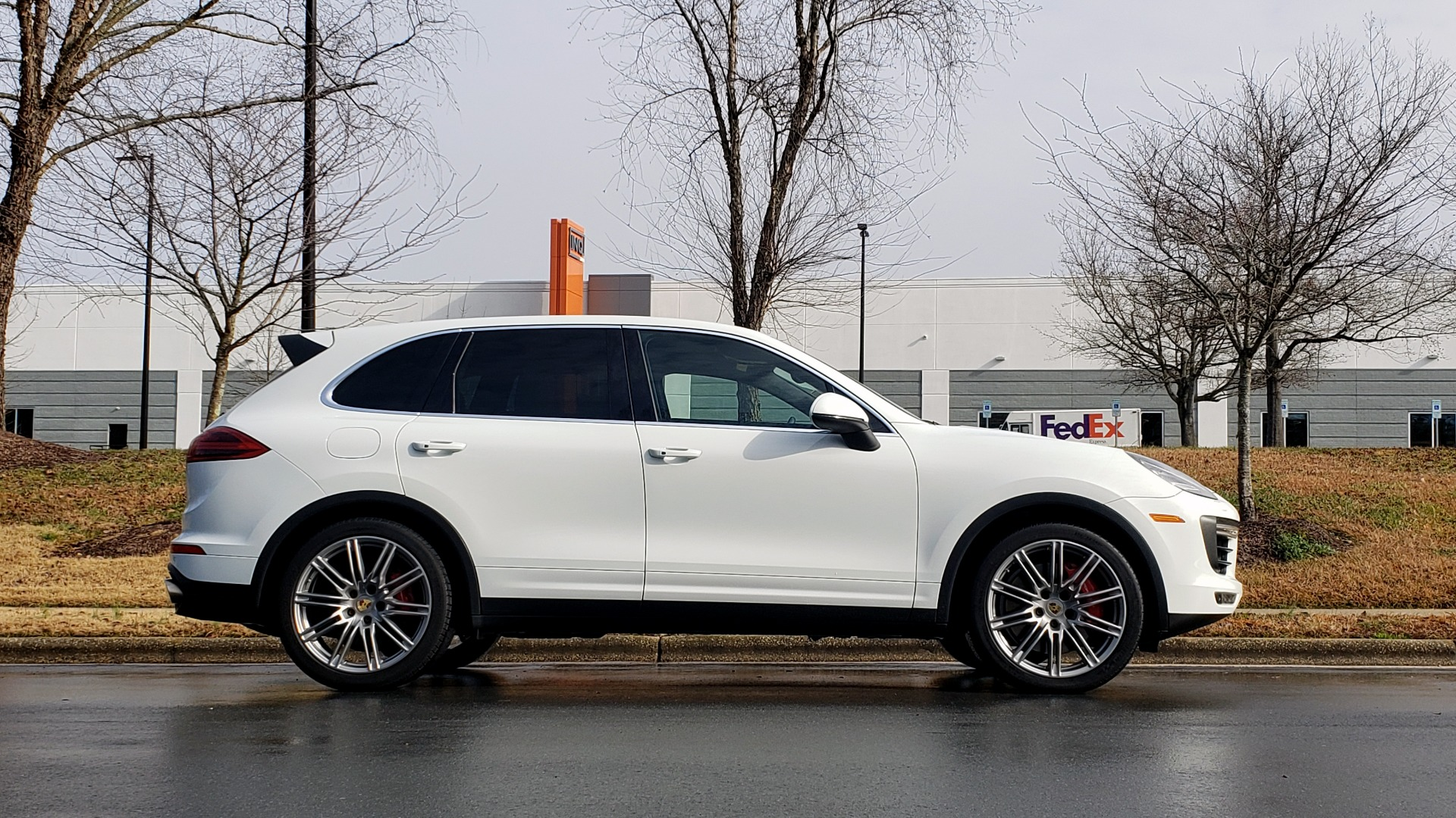 Used 2015 Porsche CAYENNE TURBO V8 / PREMIUM / NAV / SUNROOF / PARK ASSIST / LCA / REARVIEW for sale $47,995 at Formula Imports in Charlotte NC 28227 8
