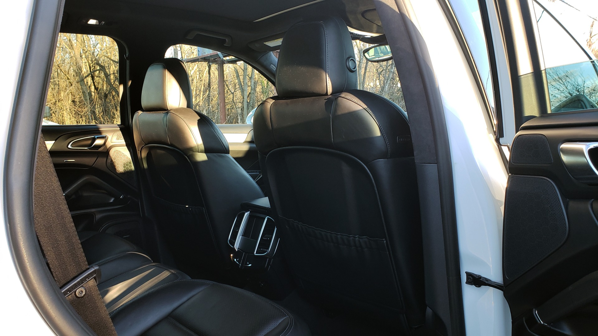 Used 2015 Porsche CAYENNE TURBO V8 / PREMIUM / NAV / SUNROOF / PARK ASSIST / LCA / REARVIEW for sale $47,995 at Formula Imports in Charlotte NC 28227 82