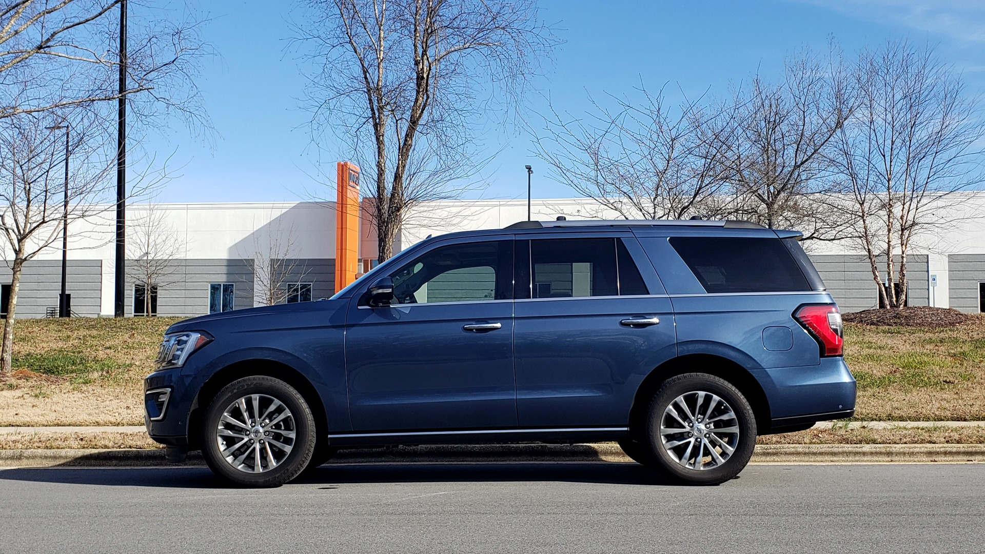 Used 2018 Ford EXPEDITION LIMITED 4X4 / NAV / PANO-ROOF / 3-ROW / DRVR ASST / REARVIEW for sale Sold at Formula Imports in Charlotte NC 28227 3