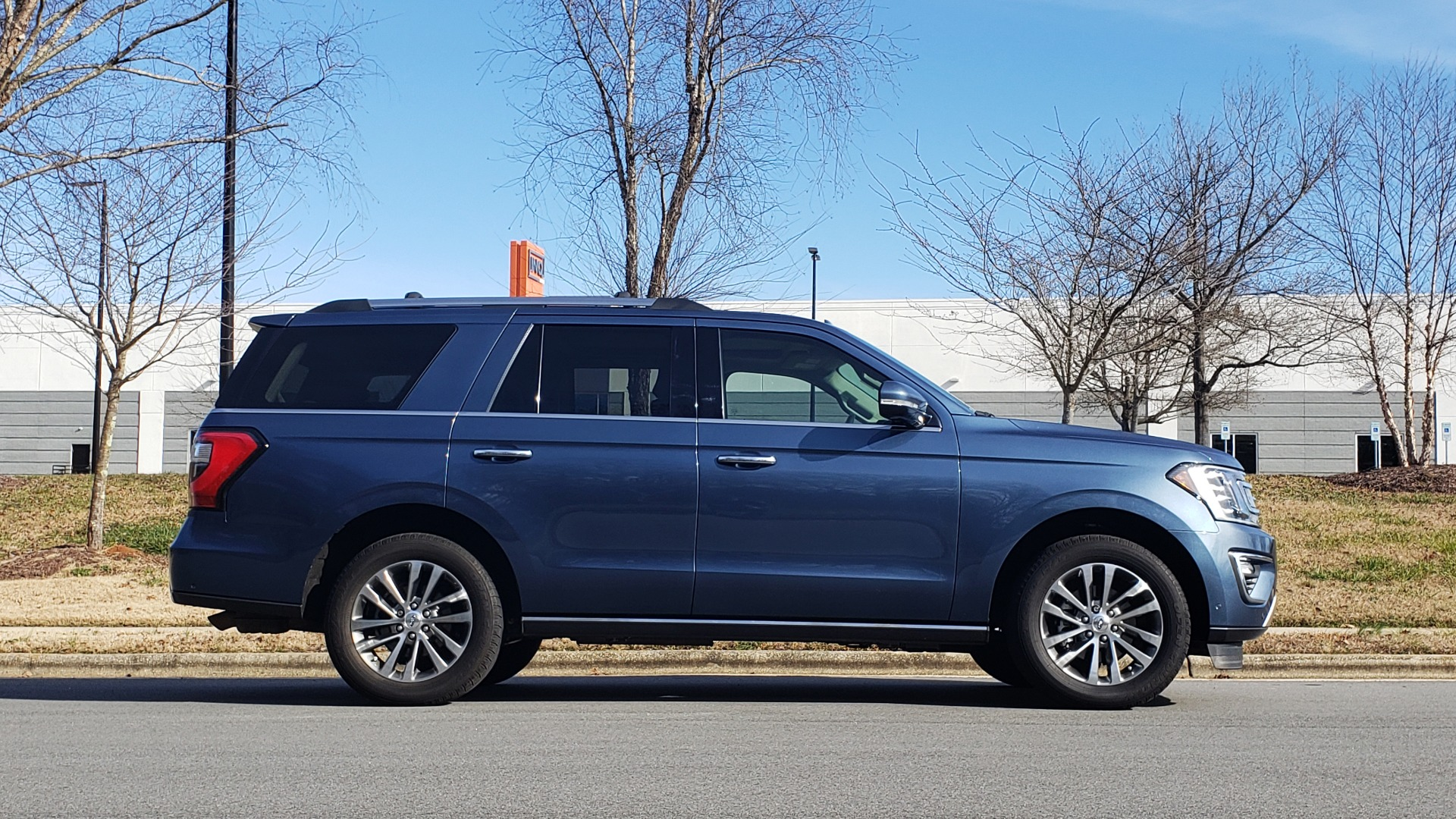 Used 2018 Ford EXPEDITION LIMITED 4X4 / NAV / PANO-ROOF / 3-ROW / DRVR ASST / REARVIEW for sale Sold at Formula Imports in Charlotte NC 28227 6