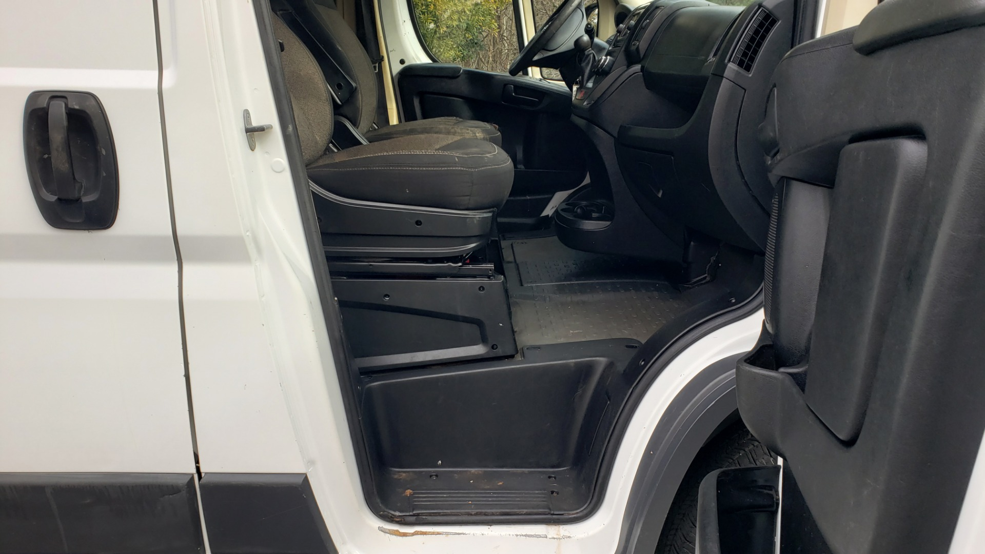 Used 2016 Ram PROMASTER CARGO VAN 136 WB / LOW ROOF / 3.6L V6 / 6-SPD AUTO / REARVIEW for sale $17,500 at Formula Imports in Charlotte NC 28227 37