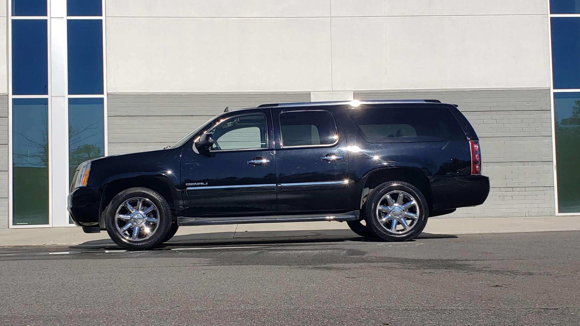 Used 2013 GMC YUKON XL DENALI / AWD / NAV / SUNROOF / 3-ROW / ENTERTAINMENT for sale Sold at Formula Imports in Charlotte NC 28227 2