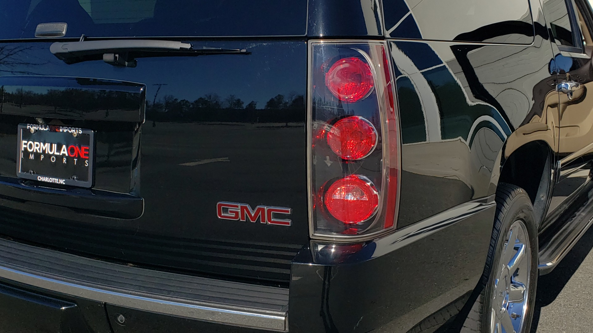 Used 2013 GMC YUKON XL DENALI / AWD / NAV / SUNROOF / 3-ROW / ENTERTAINMENT for sale Sold at Formula Imports in Charlotte NC 28227 29