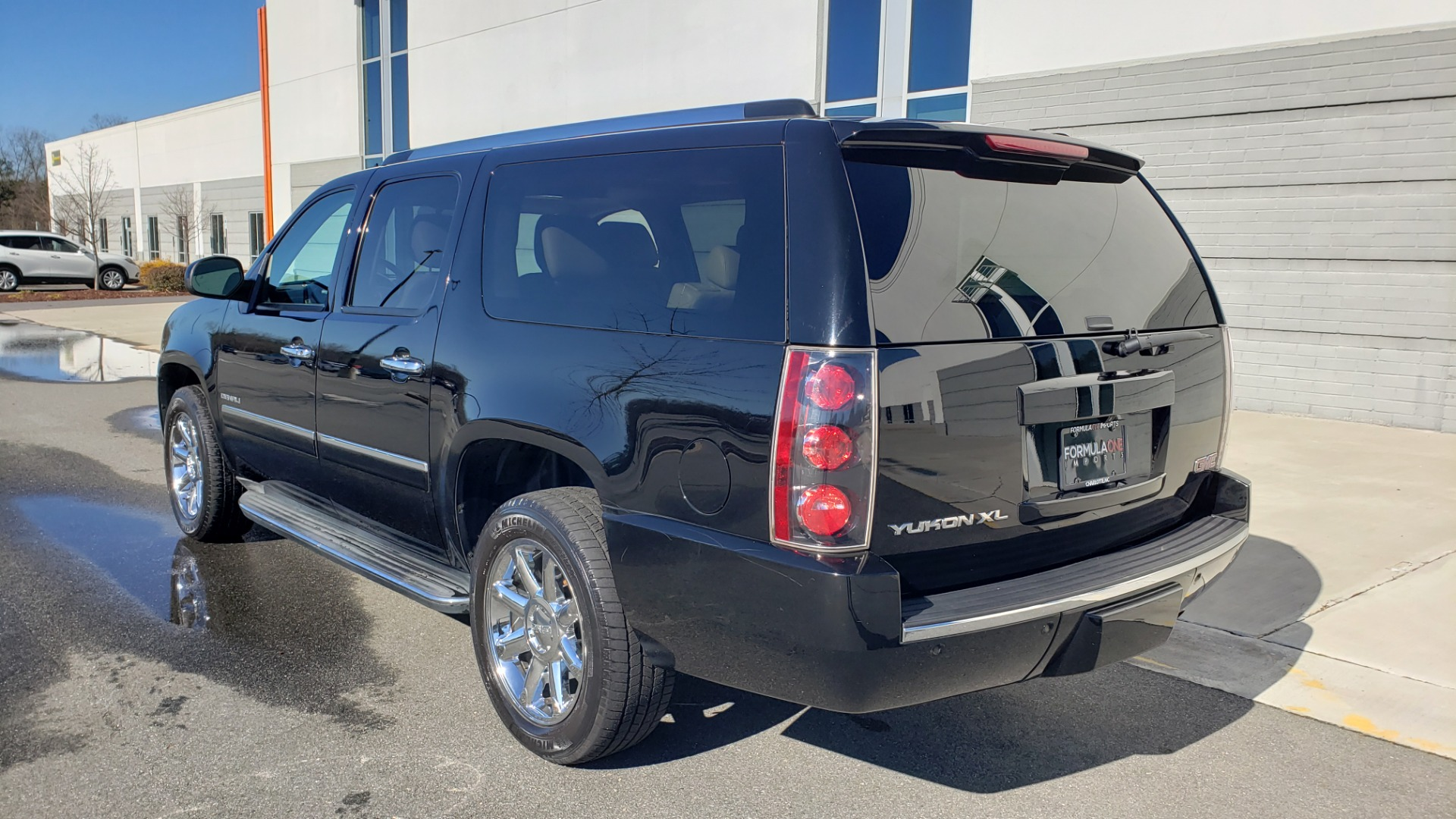Used 2013 GMC YUKON XL DENALI / AWD / NAV / SUNROOF / 3-ROW / ENTERTAINMENT for sale Sold at Formula Imports in Charlotte NC 28227 3