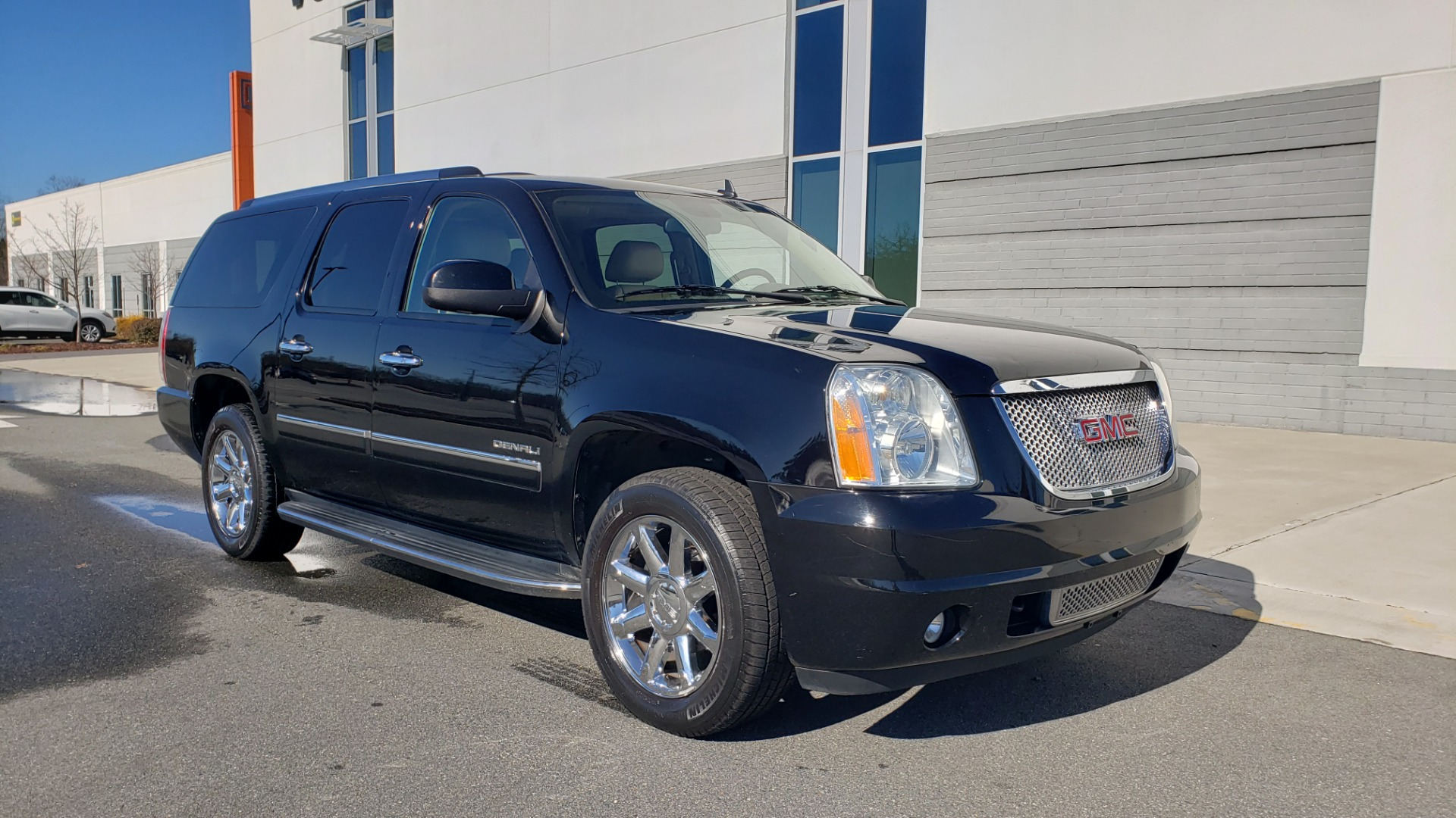 Used 2013 GMC YUKON XL DENALI / AWD / NAV / SUNROOF / 3-ROW / ENTERTAINMENT for sale Sold at Formula Imports in Charlotte NC 28227 4