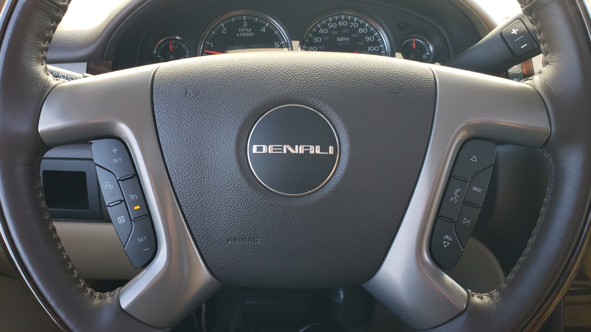 Used 2013 GMC YUKON XL DENALI / AWD / NAV / SUNROOF / 3-ROW / ENTERTAINMENT for sale Sold at Formula Imports in Charlotte NC 28227 40