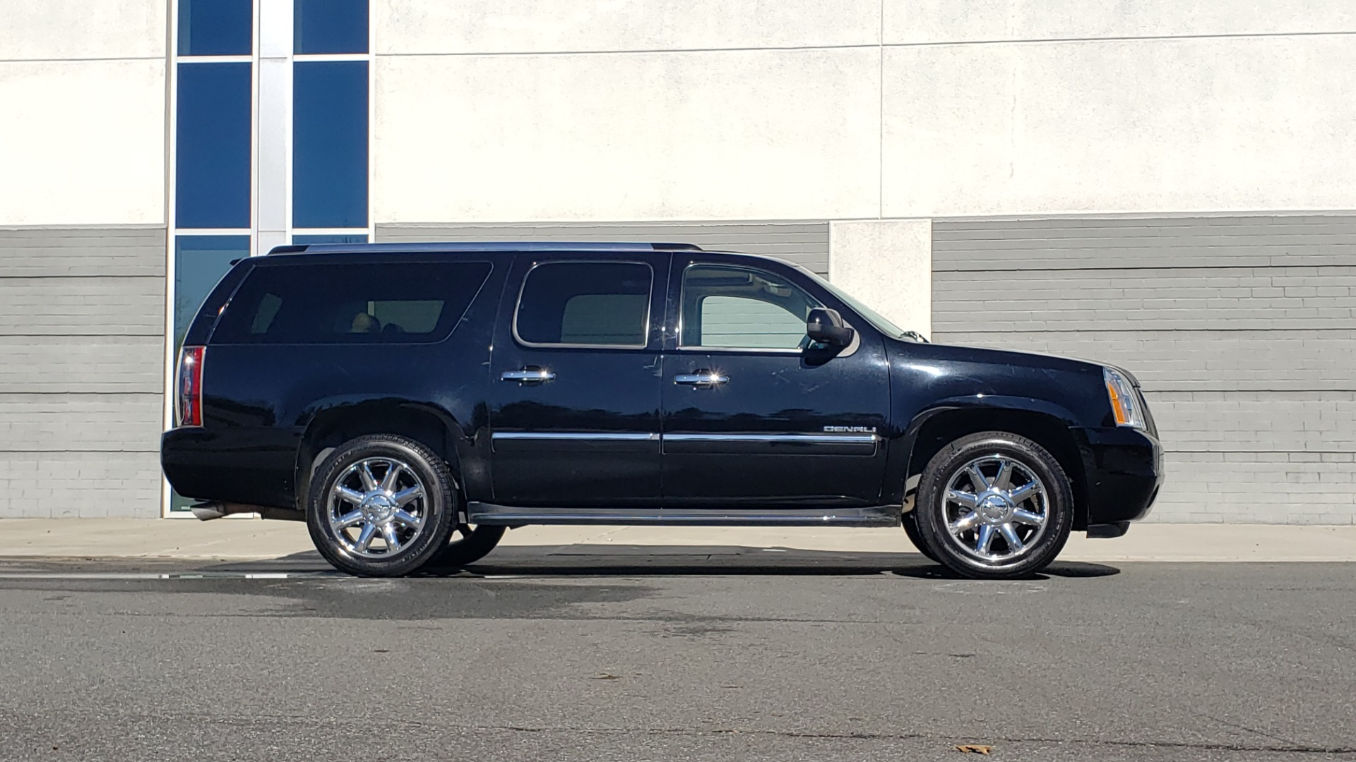 Used 2013 GMC YUKON XL DENALI / AWD / NAV / SUNROOF / 3-ROW / ENTERTAINMENT for sale Sold at Formula Imports in Charlotte NC 28227 5