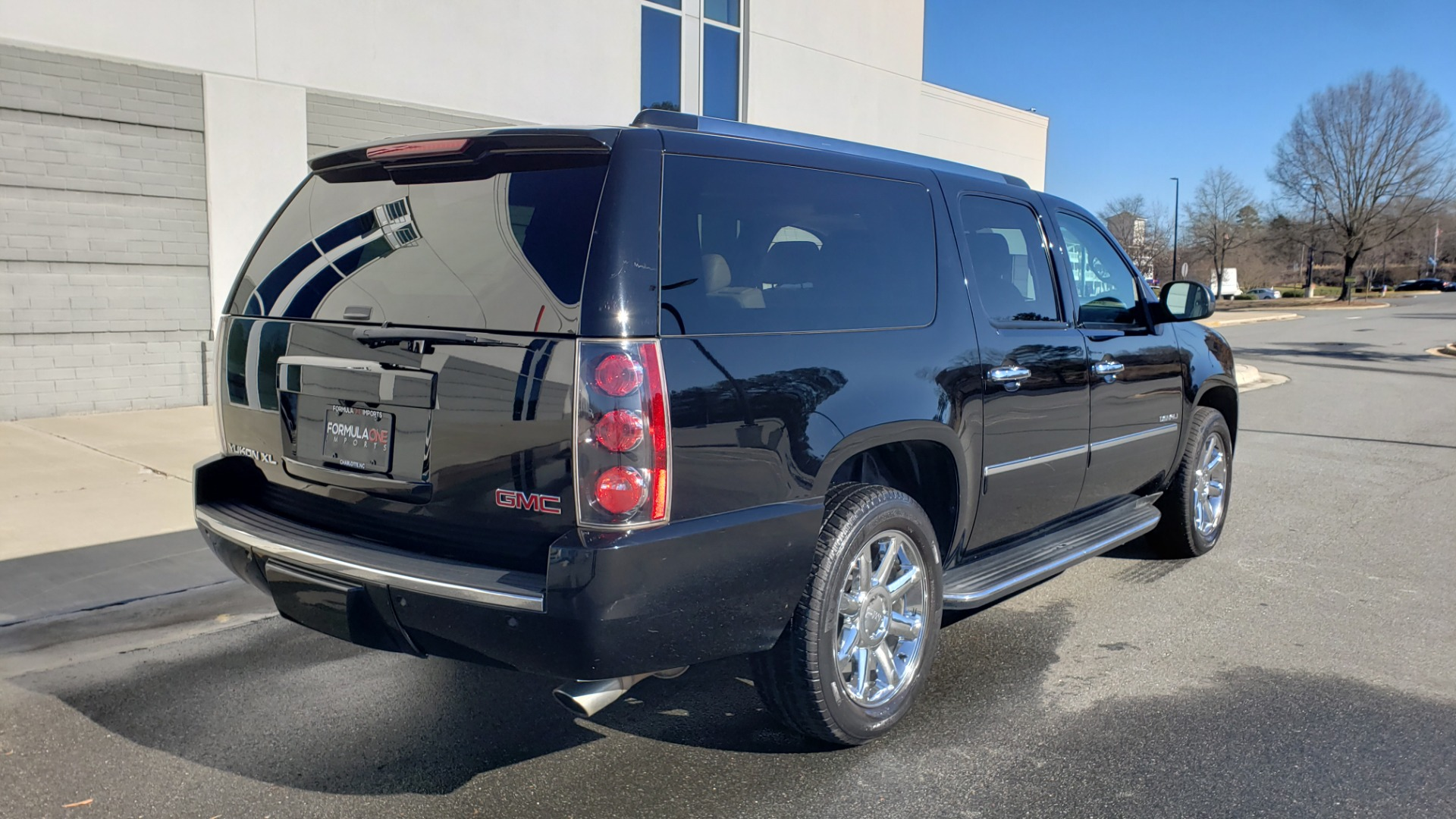 Used 2013 GMC YUKON XL DENALI / AWD / NAV / SUNROOF / 3-ROW / ENTERTAINMENT for sale Sold at Formula Imports in Charlotte NC 28227 6