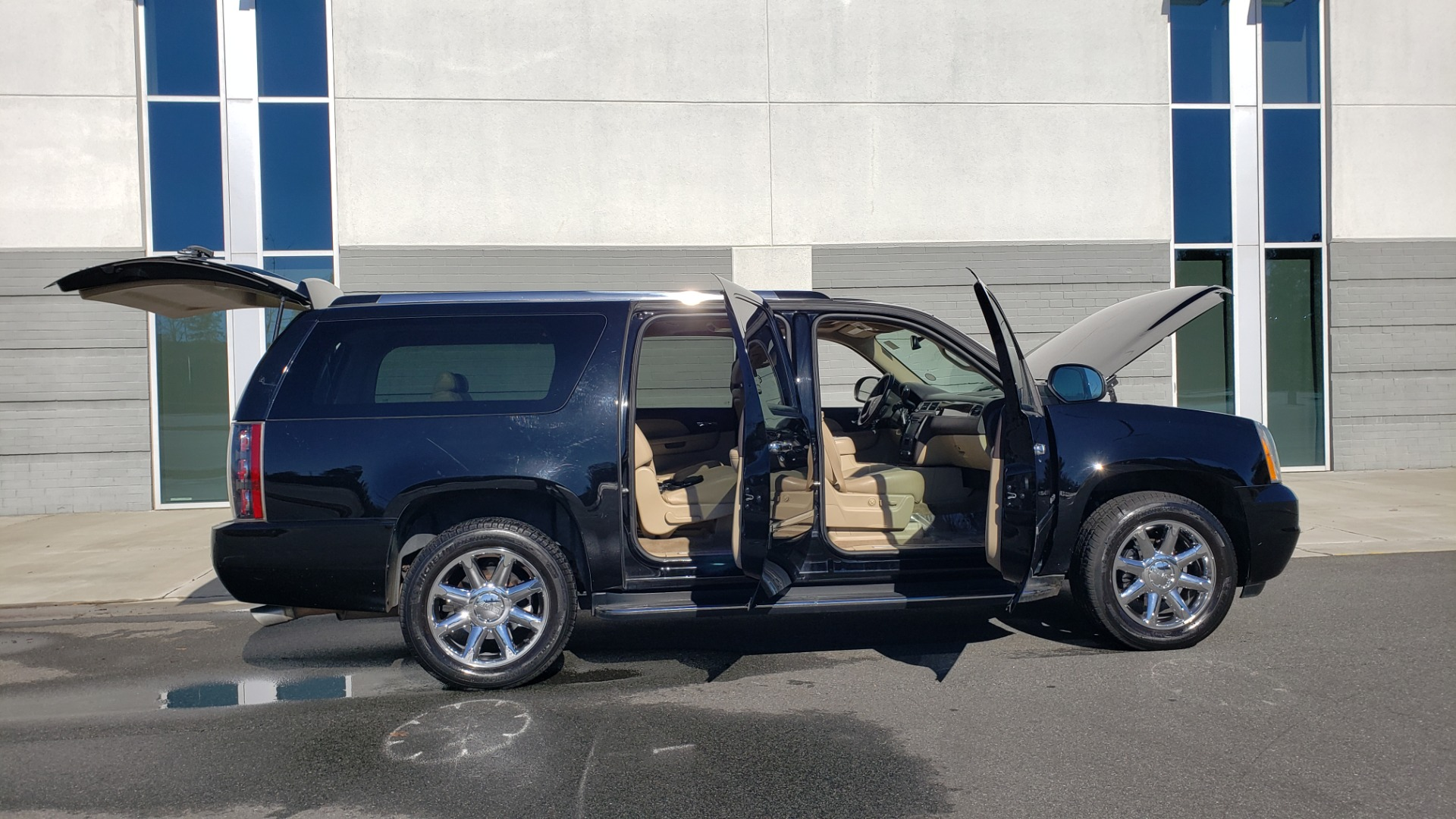 Used 2013 GMC YUKON XL DENALI / AWD / NAV / SUNROOF / 3-ROW / ENTERTAINMENT for sale Sold at Formula Imports in Charlotte NC 28227 9