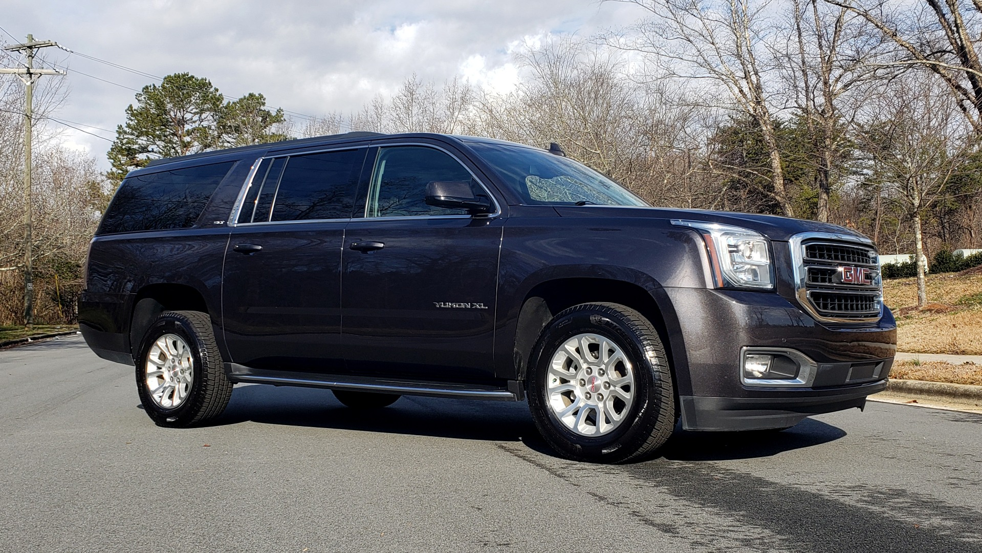 Used 2017 GMC YUKON XL SLT 4X4 / NAV / SUNROOF / BOSE / 3-ROW / REARVIEW for sale Sold at Formula Imports in Charlotte NC 28227 3