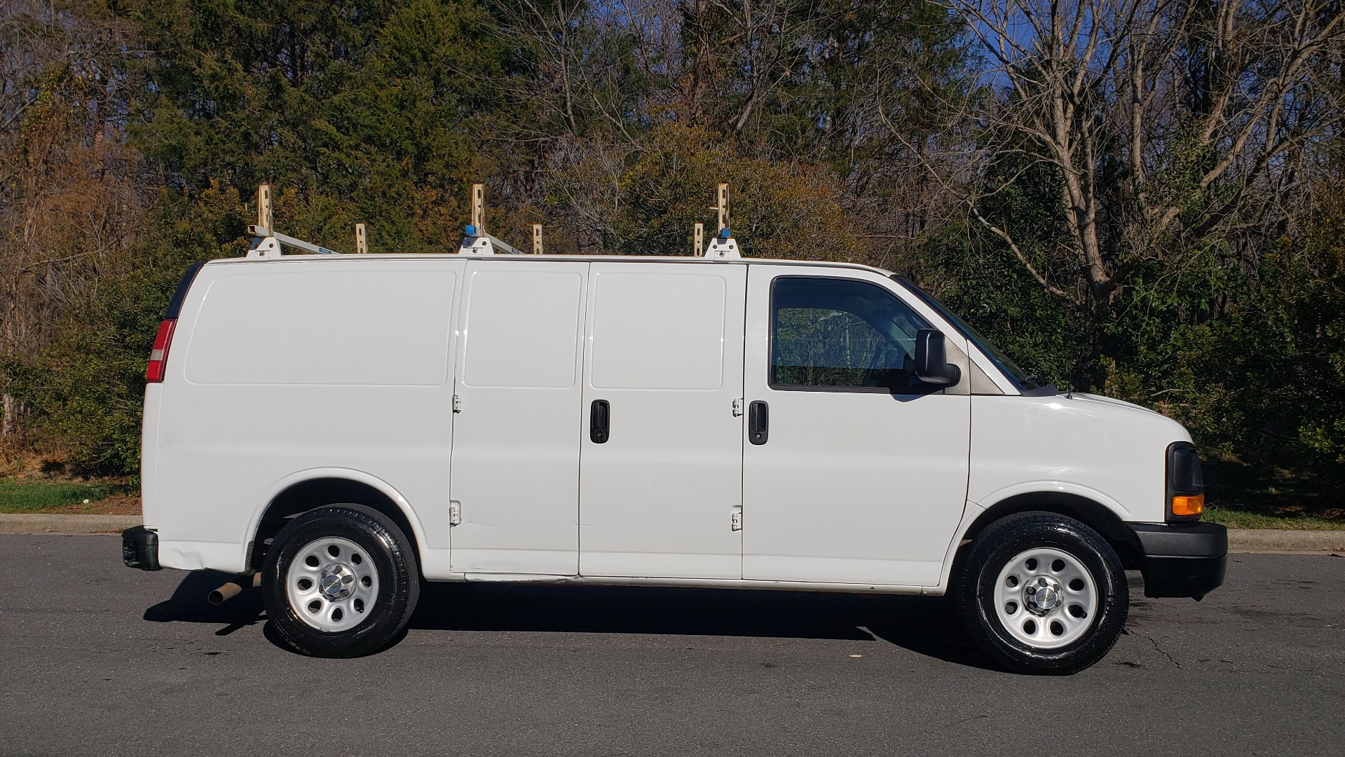 Used 2012 Chevrolet EXPRESS WORK VAN 1500 / 135 WB / 4.3L V6 / 4-SPD AUTO / ROOF RACK for sale $11,600 at Formula Imports in Charlotte NC 28227 5
