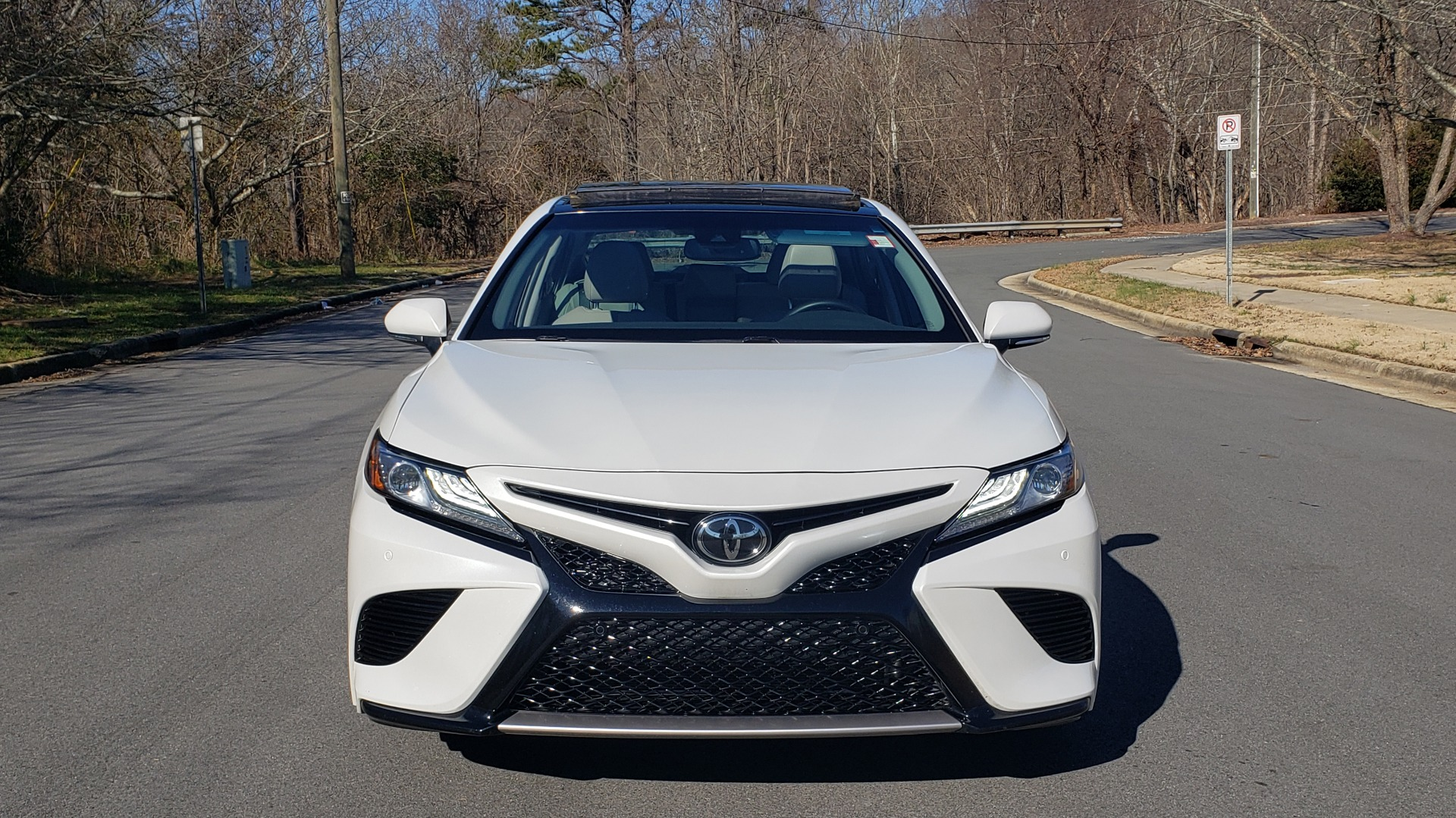 Used 2018 Toyota CAMRY XSE 2.5L SEDAN / 8-SPD AUTO / PANO-ROOF / 19IN WHEELS for sale $22,995 at Formula Imports in Charlotte NC 28227 18