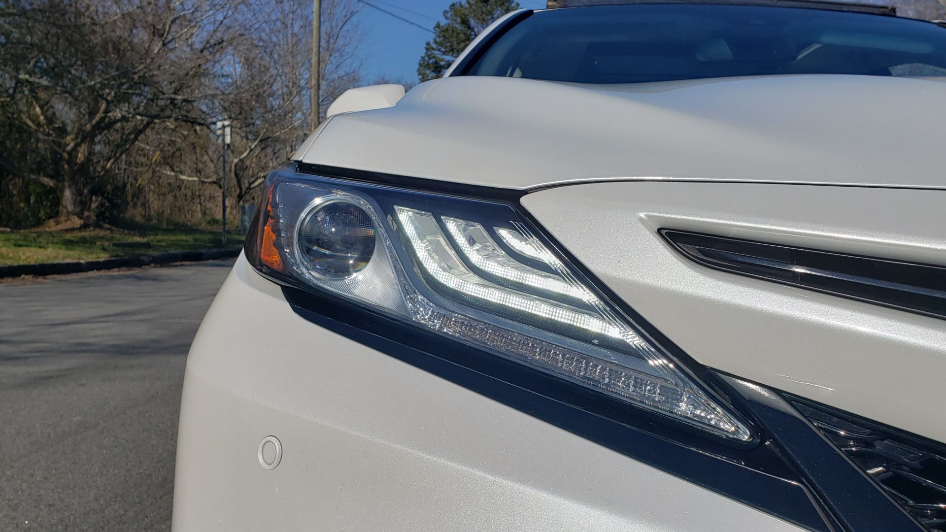 Used 2018 Toyota CAMRY XSE 2.5L SEDAN / 8-SPD AUTO / PANO-ROOF / 19IN WHEELS for sale $22,995 at Formula Imports in Charlotte NC 28227 19