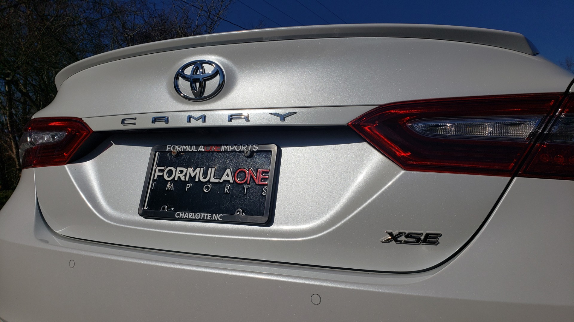 Used 2018 Toyota CAMRY XSE 2.5L SEDAN / 8-SPD AUTO / PANO-ROOF / 19IN WHEELS for sale $22,995 at Formula Imports in Charlotte NC 28227 29