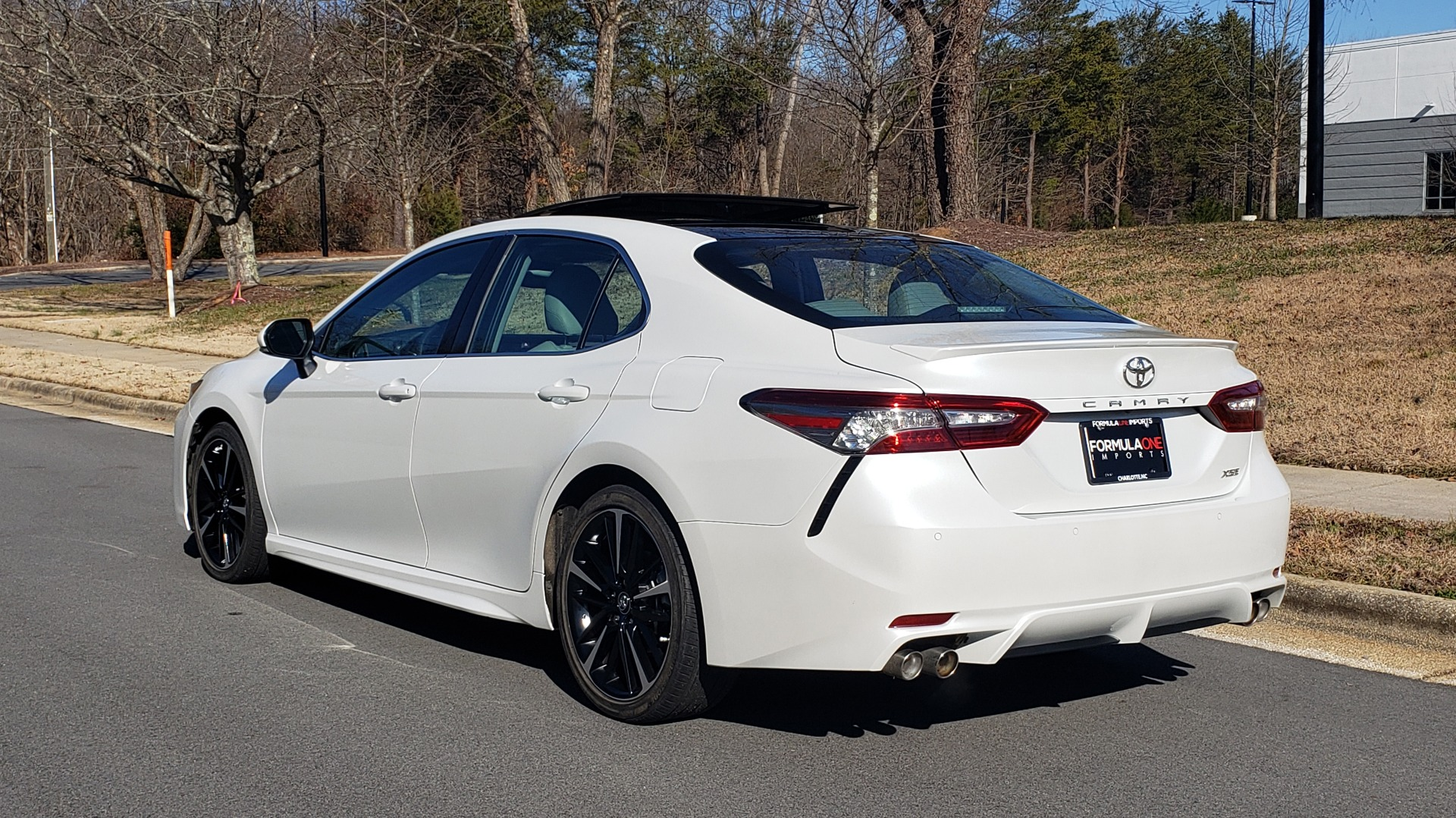 Used 2018 Toyota CAMRY XSE 2.5L SEDAN / 8-SPD AUTO / PANO-ROOF / 19IN WHEELS for sale $22,995 at Formula Imports in Charlotte NC 28227 4