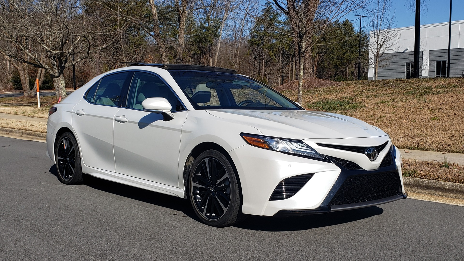 Used 2018 Toyota CAMRY XSE 2.5L SEDAN / 8-SPD AUTO / PANO-ROOF / 19IN WHEELS for sale $22,995 at Formula Imports in Charlotte NC 28227 5
