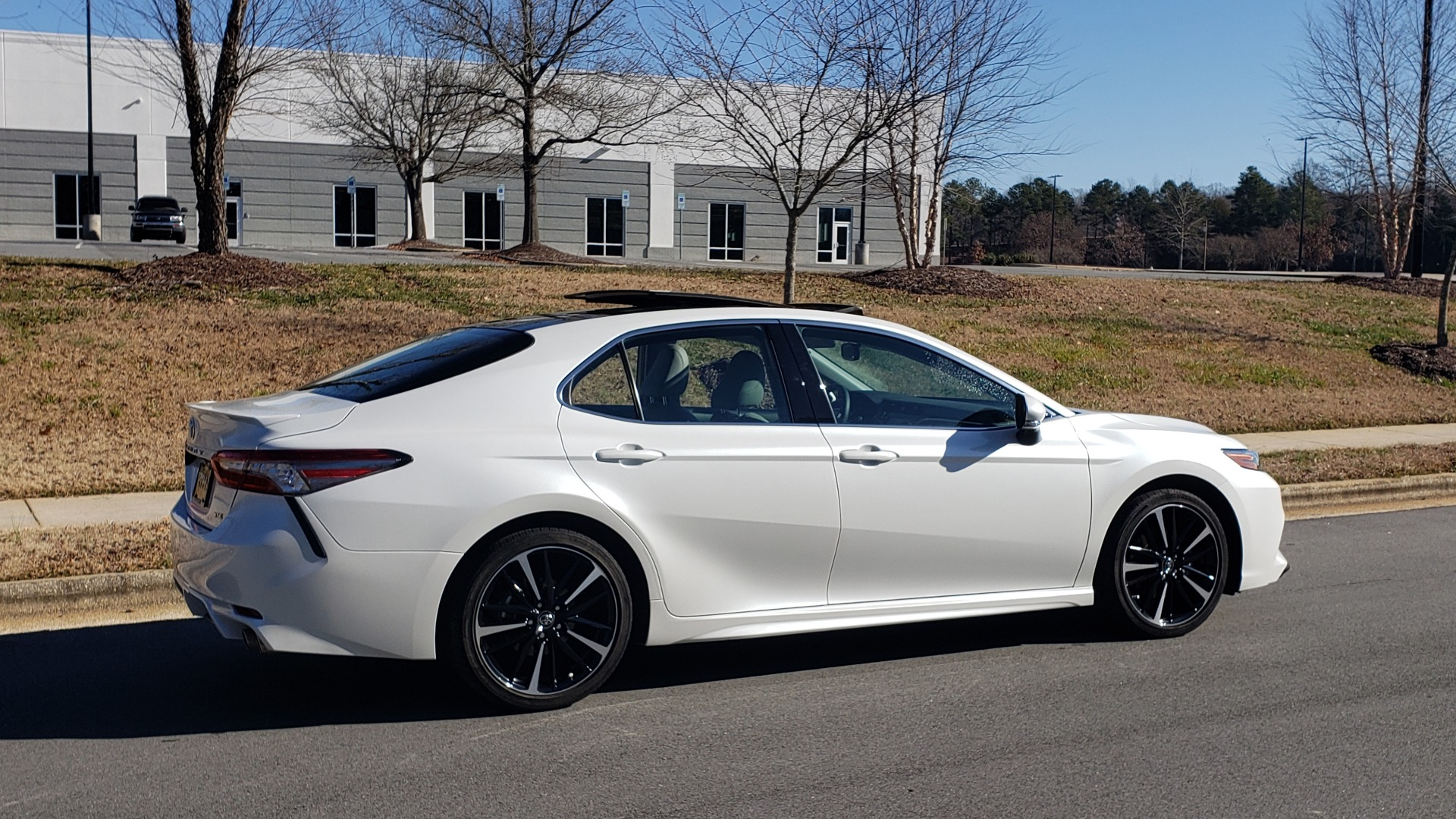 Used 2018 Toyota CAMRY XSE 2.5L SEDAN / 8-SPD AUTO / PANO-ROOF / 19IN WHEELS for sale $22,995 at Formula Imports in Charlotte NC 28227 7
